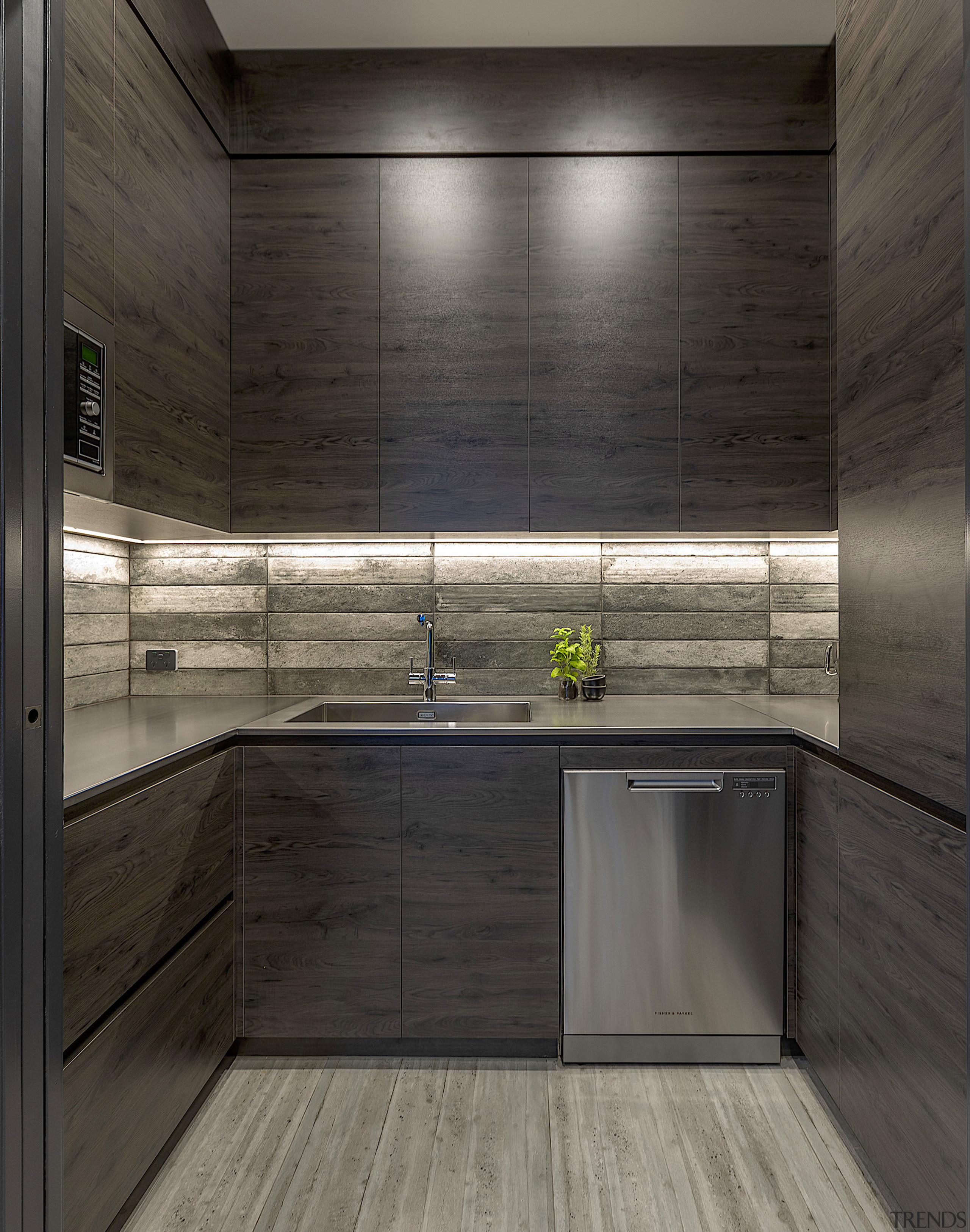 Hard-wearing Dekton benchtops in this kitchen give way black, gray