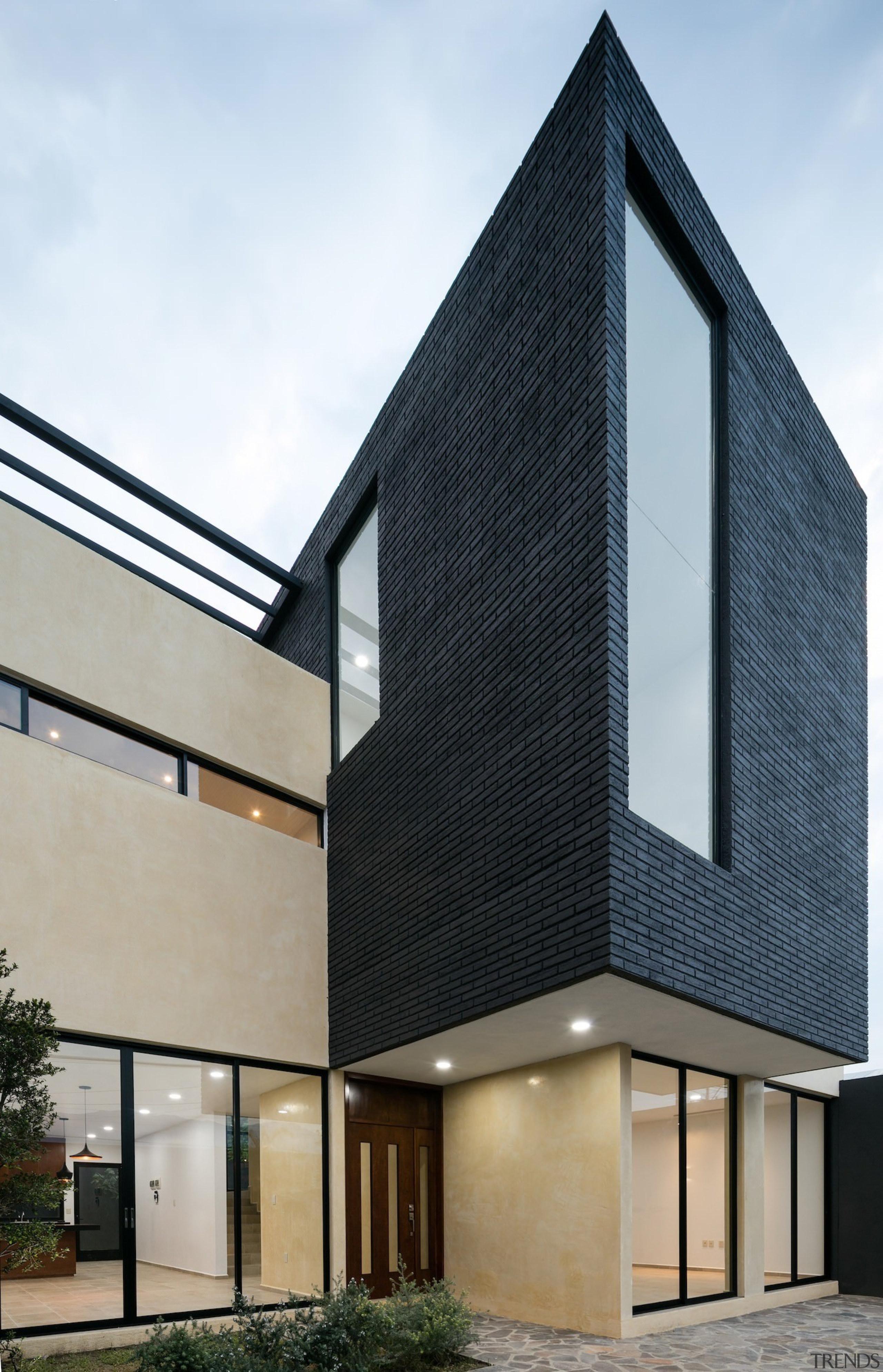 Architect: Espacio 18 ArquitecturaPhotography by Lorena Darquea architecture, building, commercial building, corporate headquarters, elevation, facade, home, house, real estate, siding, window, white, black