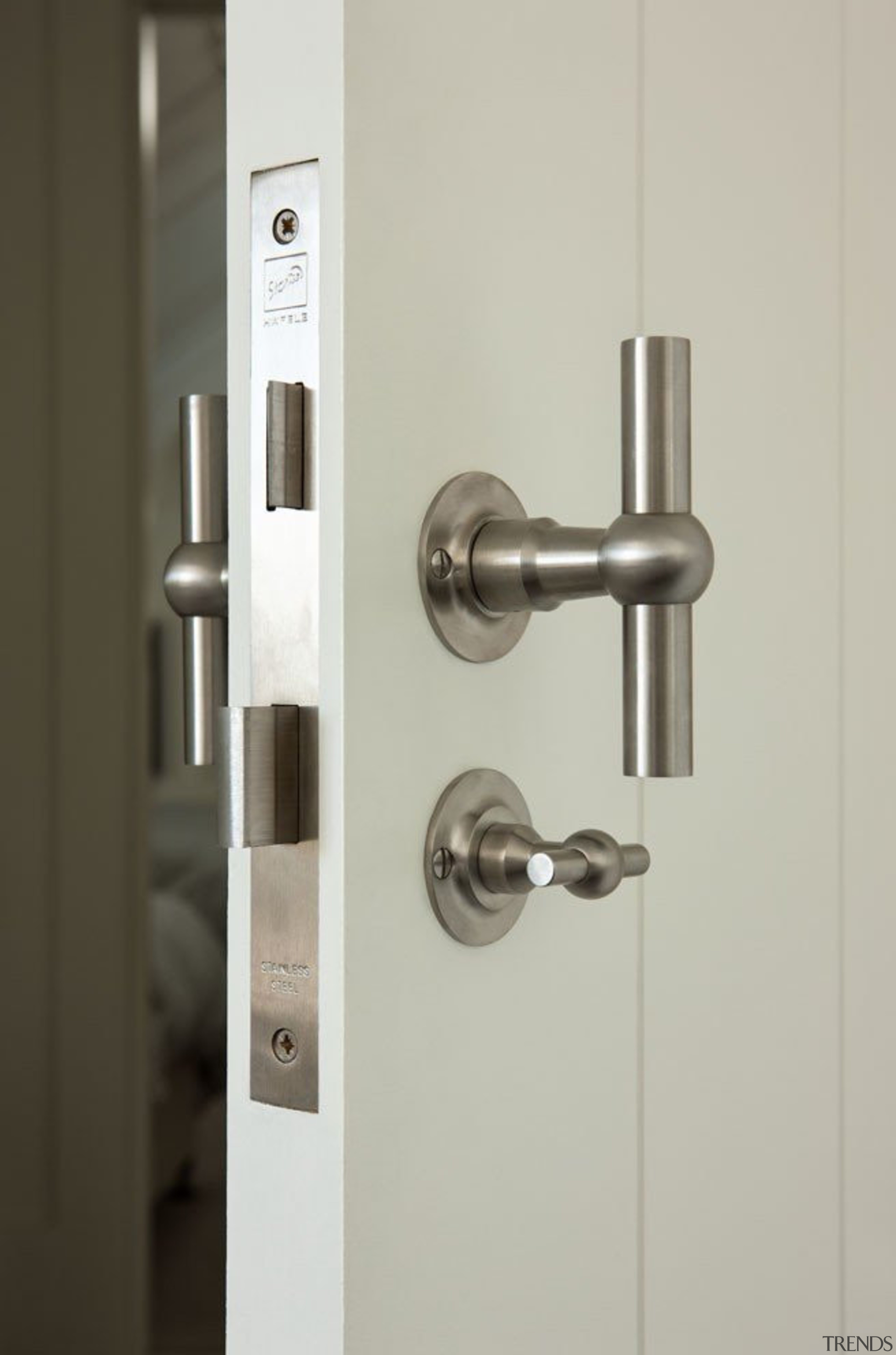 Formani Ferrovia exclusive to www.sopersmac.co.nz - Formani Ferrovia door handle, hardware accessory, lock, product design, gray