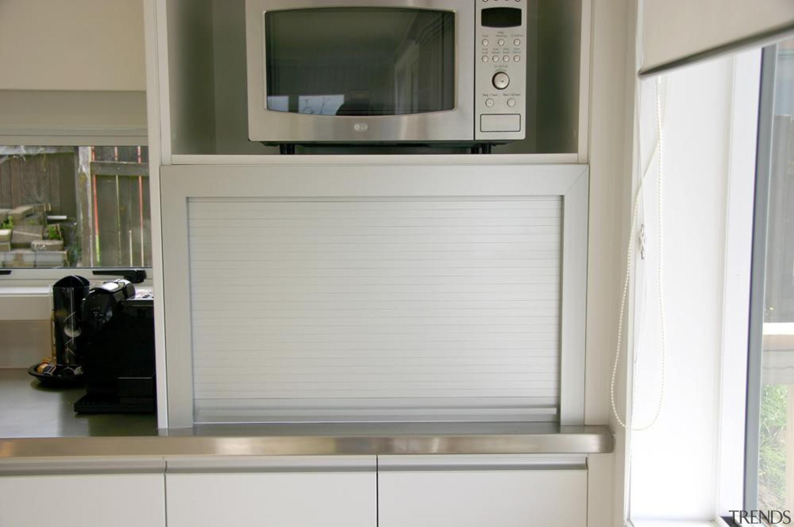 11 hillsborough modern 2013 6.jpg - 11_hillsborough_modern_2013_6.jpg - home appliance, window, gray, white