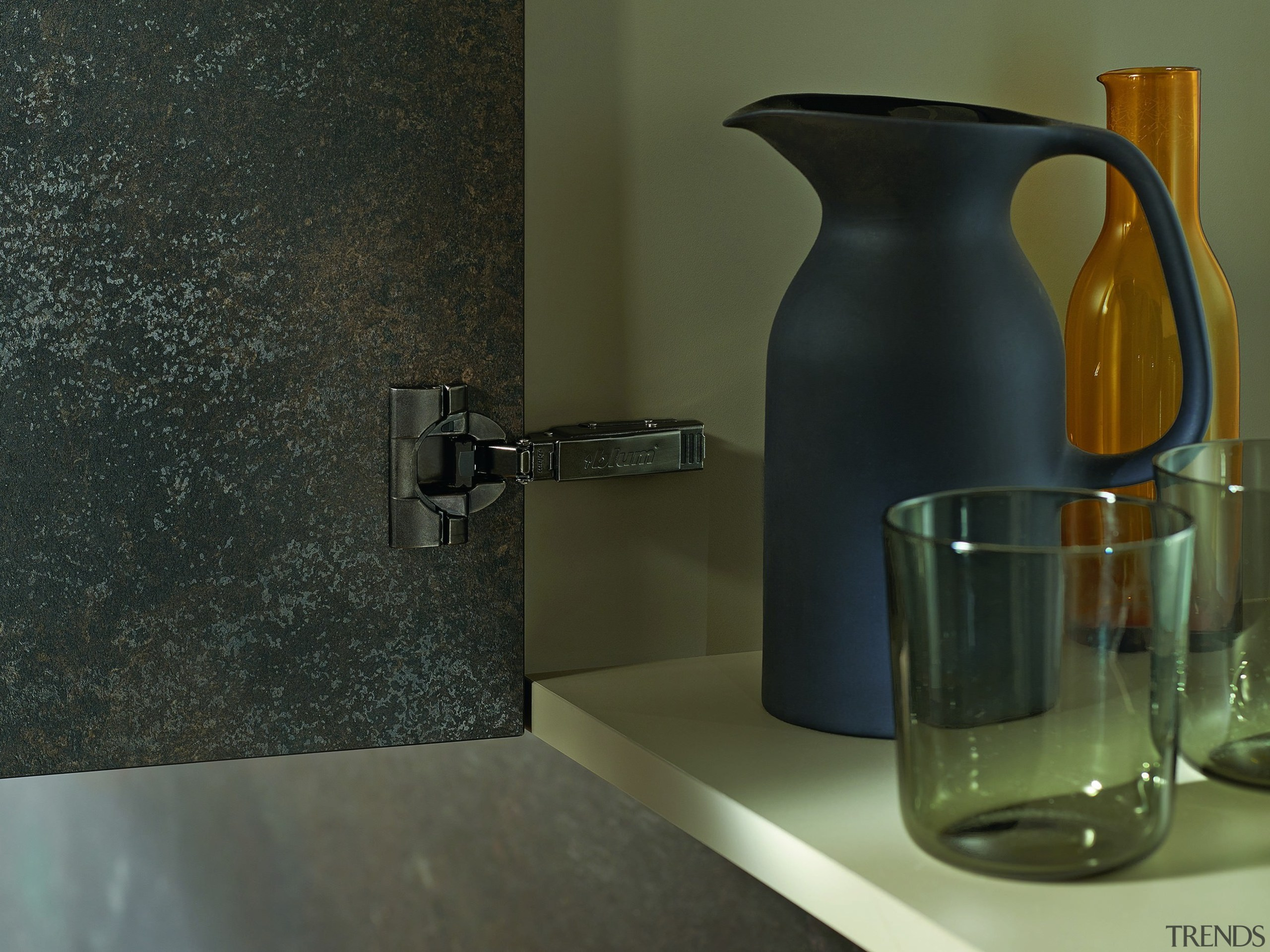 BLUMOTION can be switched on or off – ceramic, flooring, glass, interior design, product design, still life, still life photography, tap, black, brown