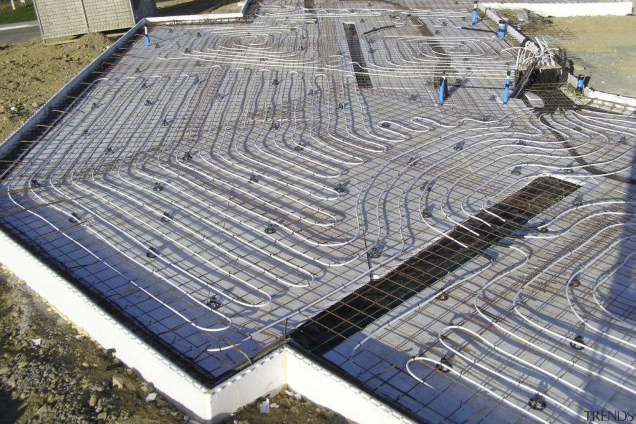 This large home efficiently uses solar energy thanks composite material, construction, daylighting, foundation, reinforced concrete, roof, steel, gray