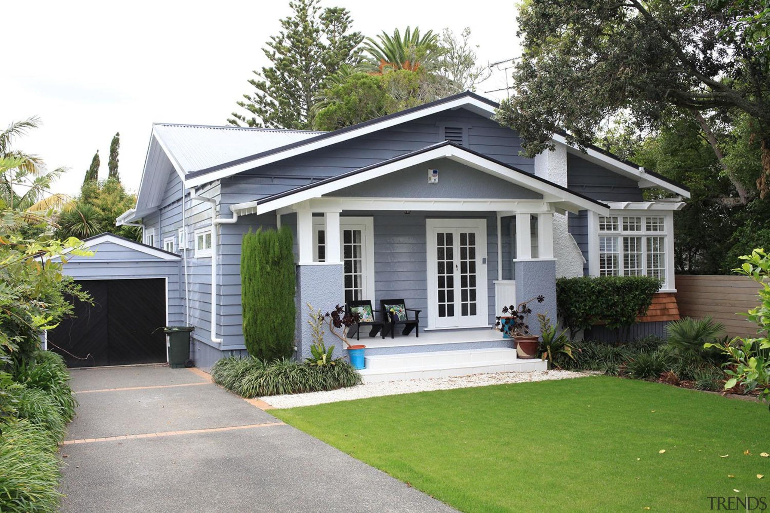 12 Hb0917 Front Horizontal - cottage   estate cottage, estate, facade, farmhouse, home, house, property, real estate, residential area, siding, window, yard, white