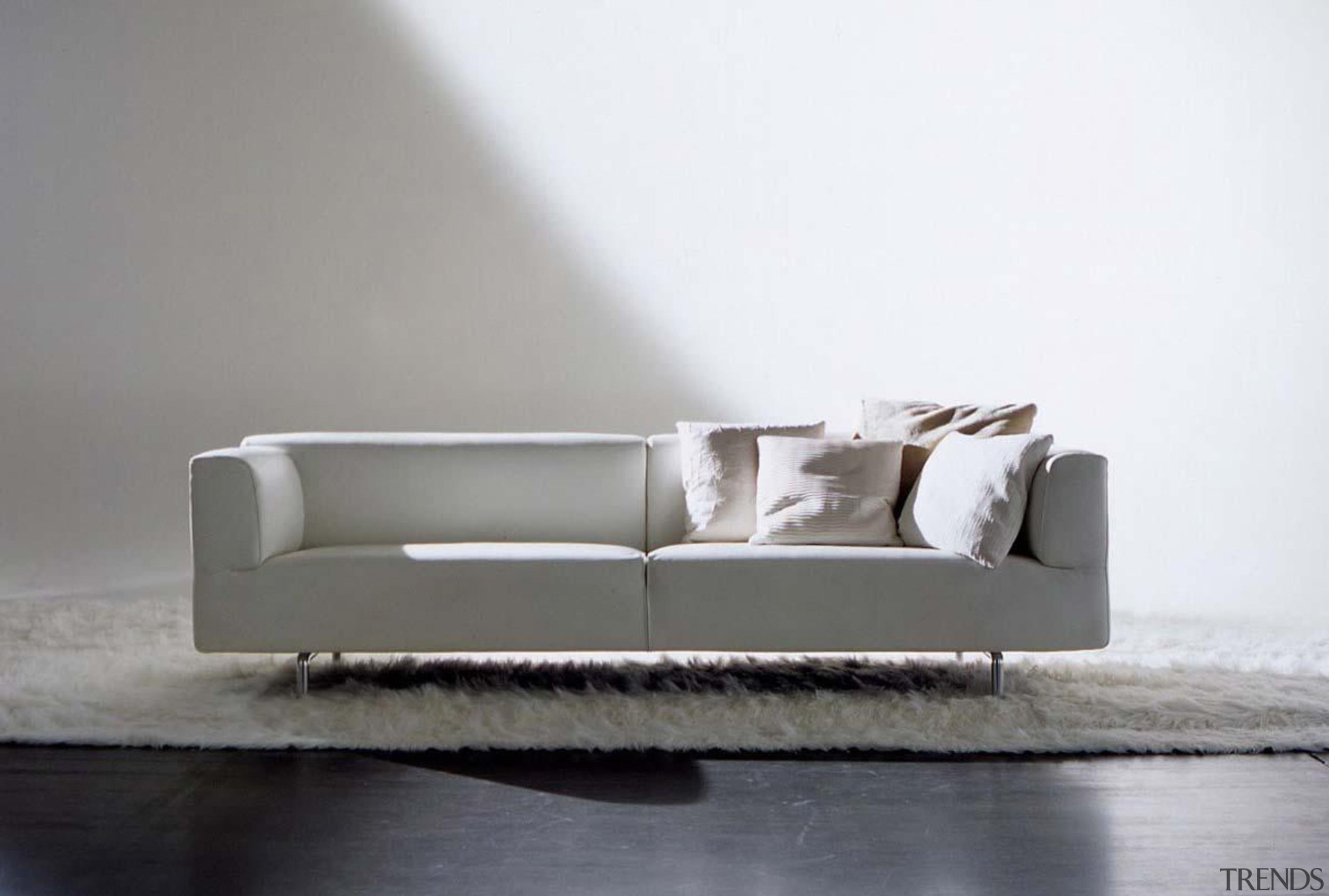cassinalissonimetsofainstu8.jpg - cassinalissonimetsofainstu8.jpg - angle | chaise longue angle, chaise longue, couch, furniture, interior design, loveseat, product design, sofa bed, studio couch, table, gray, white