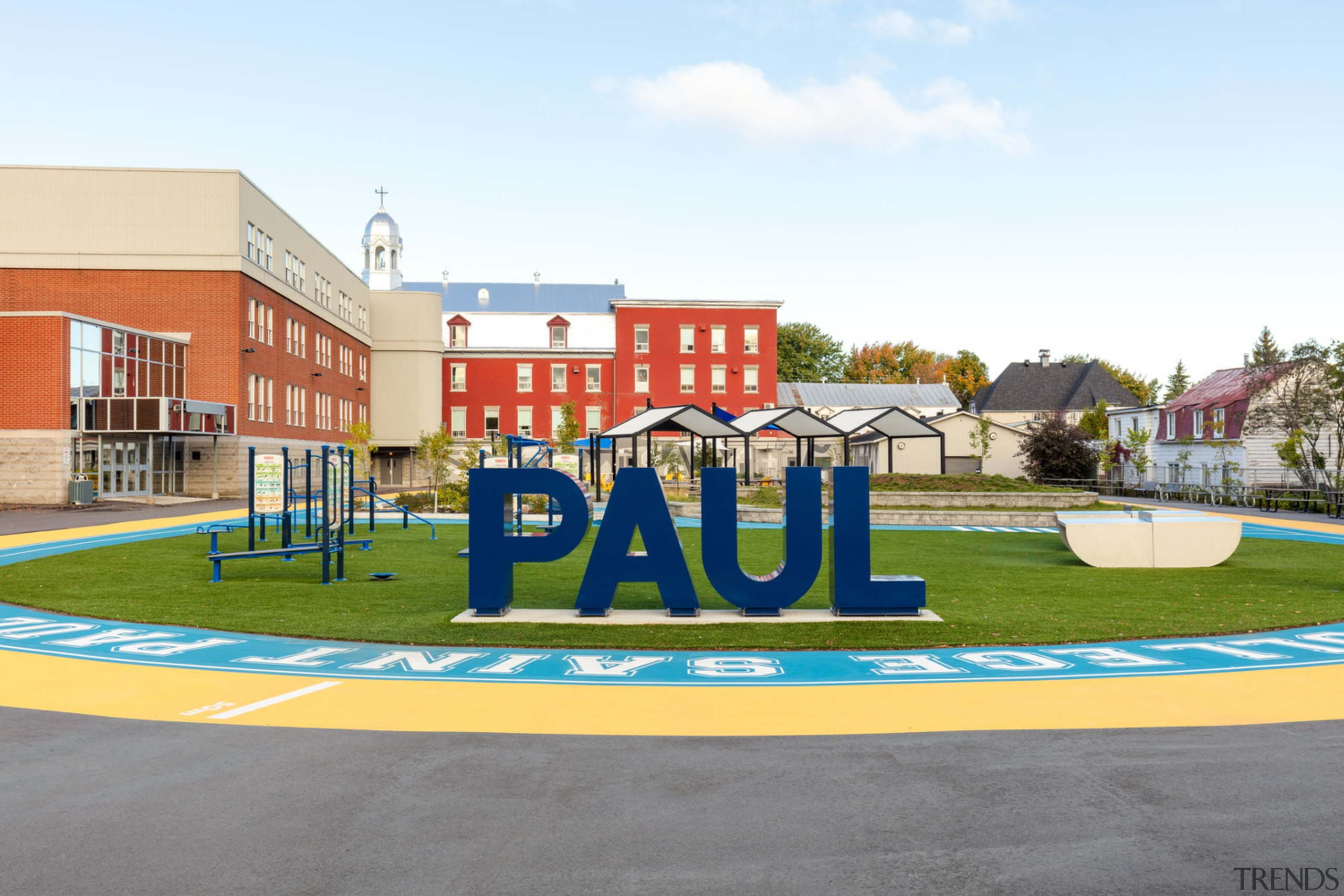 The aluminium PAUL structure adds another dynamic element