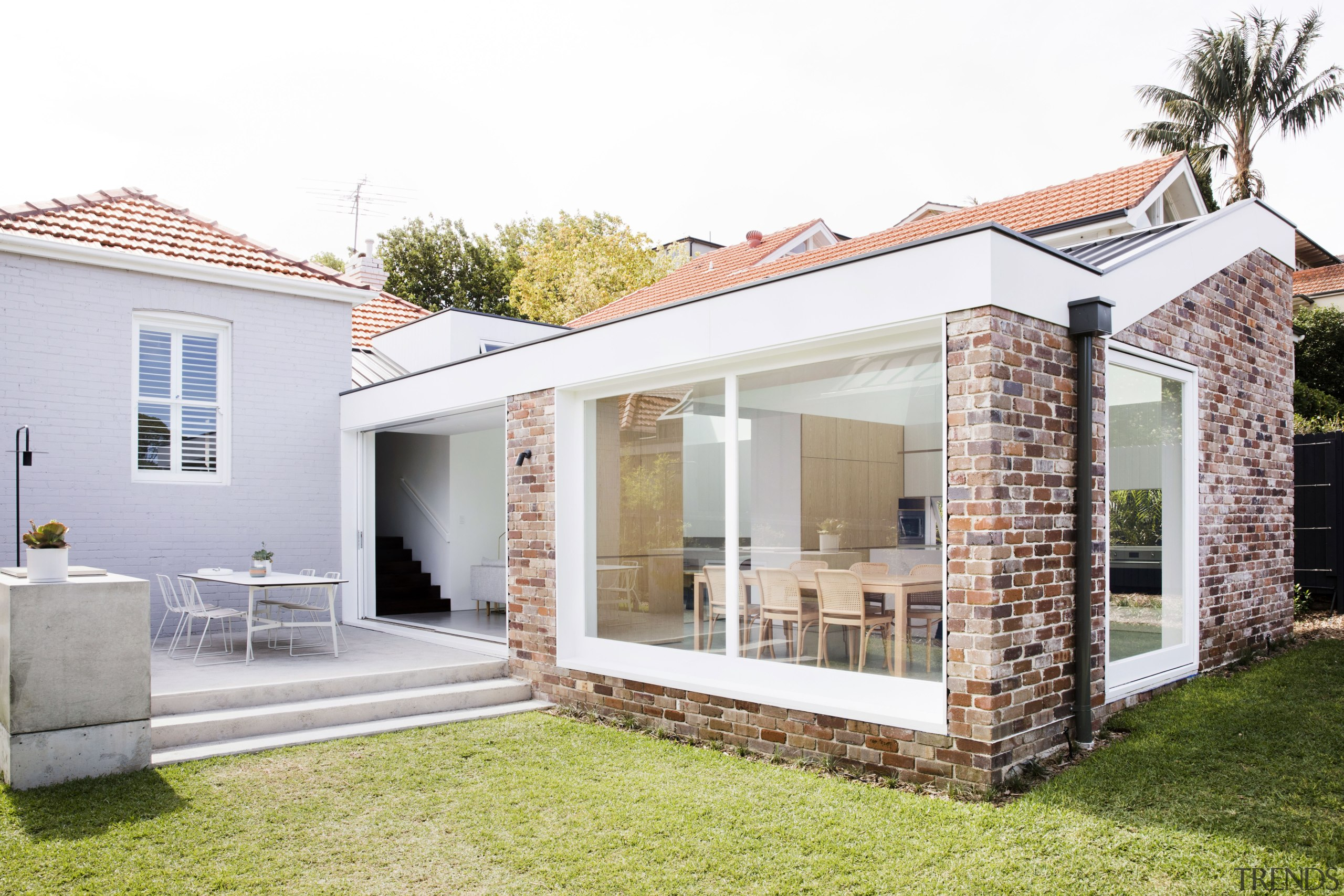 Highly Commended – Studio Prineas – 2018 TIDA backyard, cottage, estate, facade, home, house, property, real estate, residential area, villa, window, white