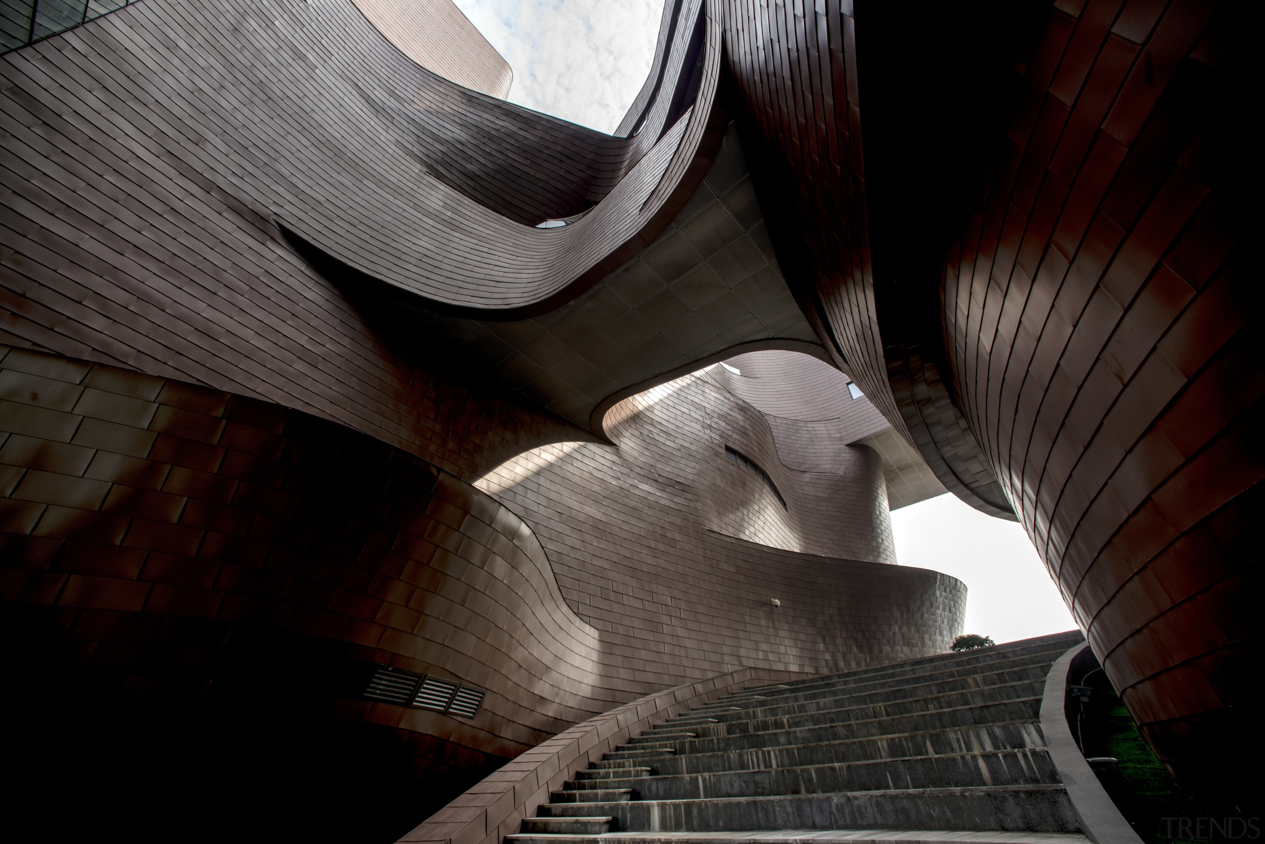 The void in the Xian Jiaotong-Liverpool University Administration architecture, darkness, light, black