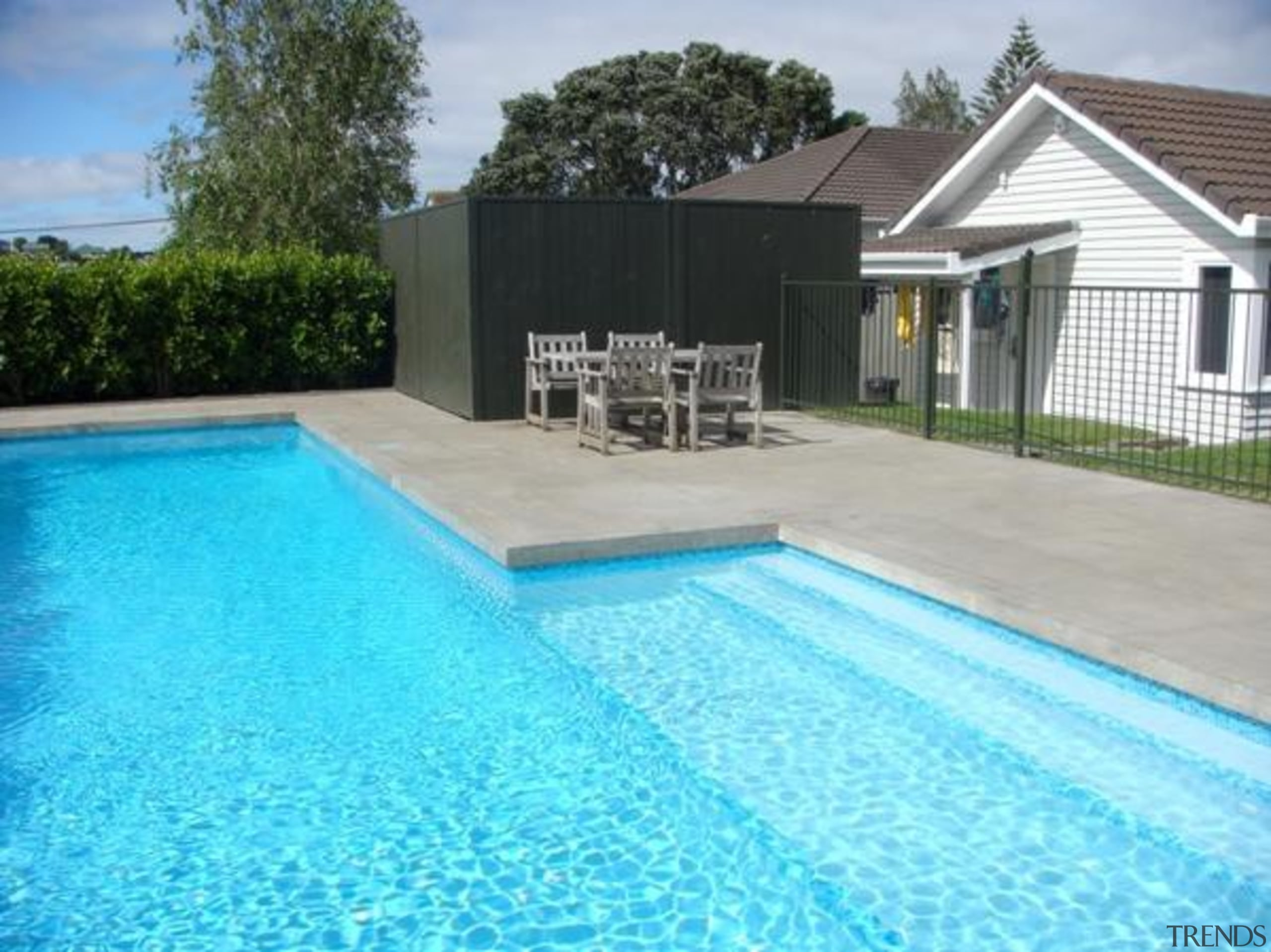 pol0083web.jpg - pol0083web.jpg - backyard | estate | backyard, estate, home, house, leisure, outdoor structure, property, real estate, residential area, swimming pool, villa, water, teal, gray