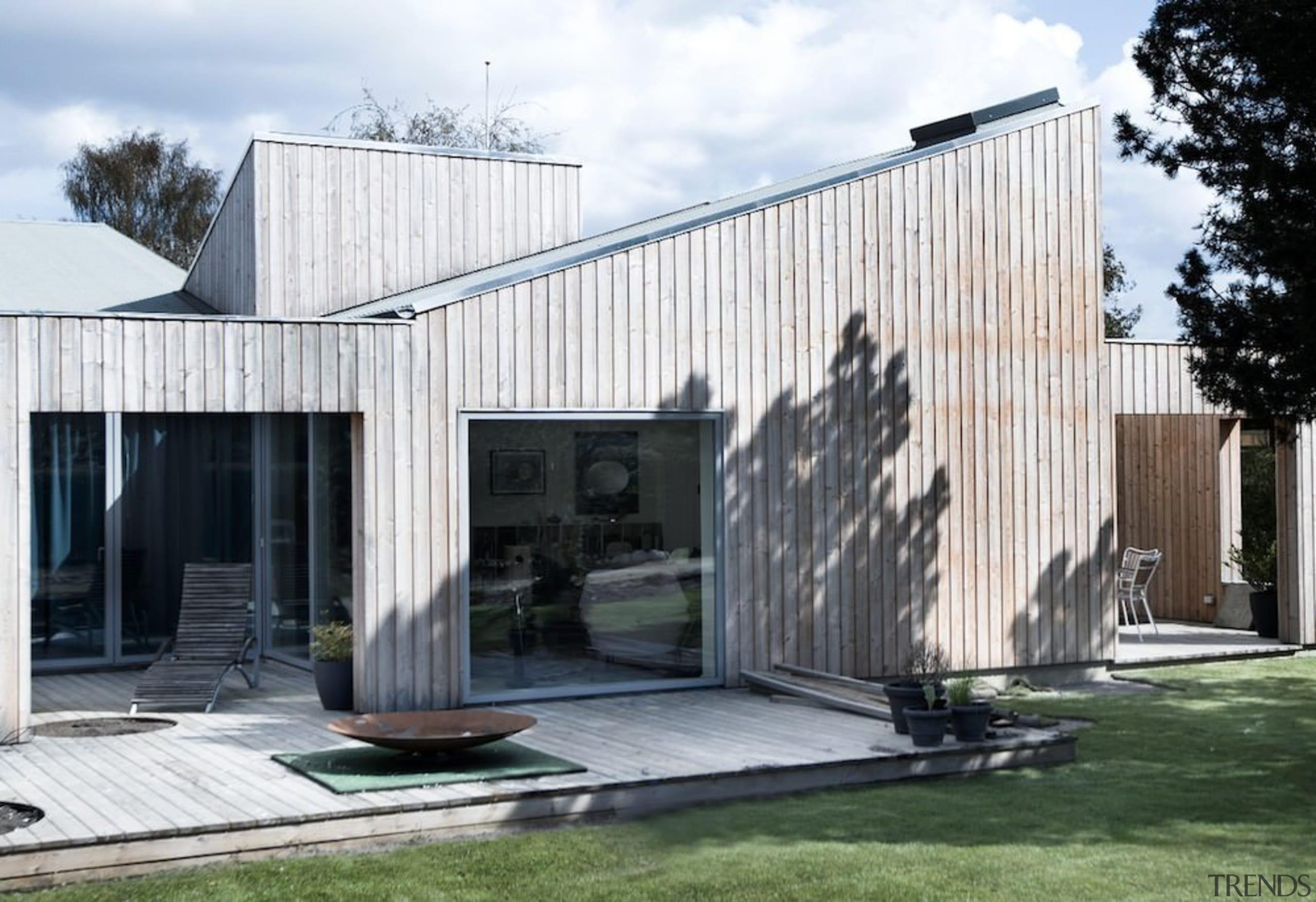 Architect: Sigured LarsenPhotography by Tia Borgsmidt architecture, facade, home, house, siding, white