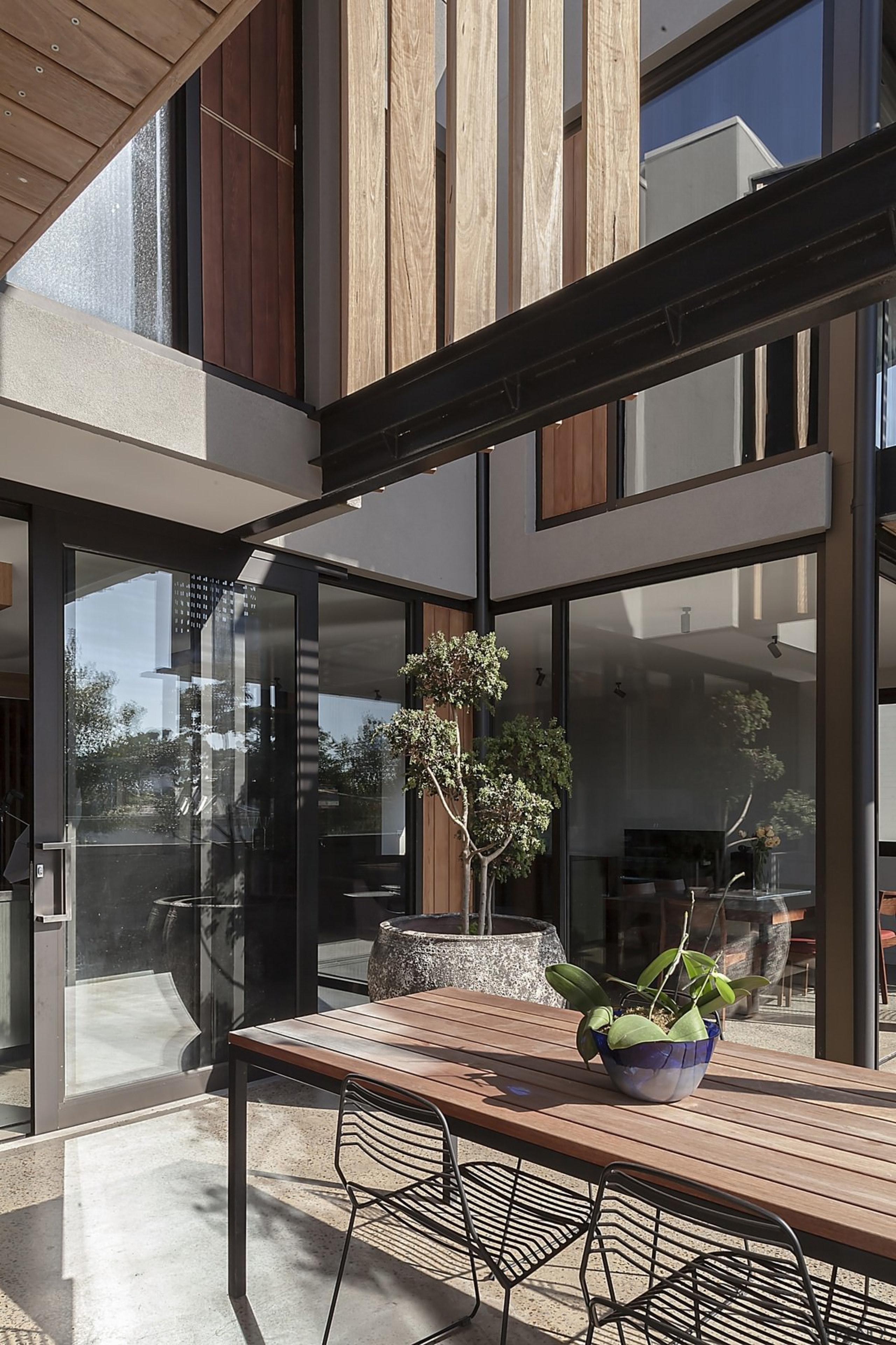 Architect: mcmahon and nerlich architectsPhotography by superk apartment, architecture, condominium, courtyard, home, house, interior design, window, black, gray