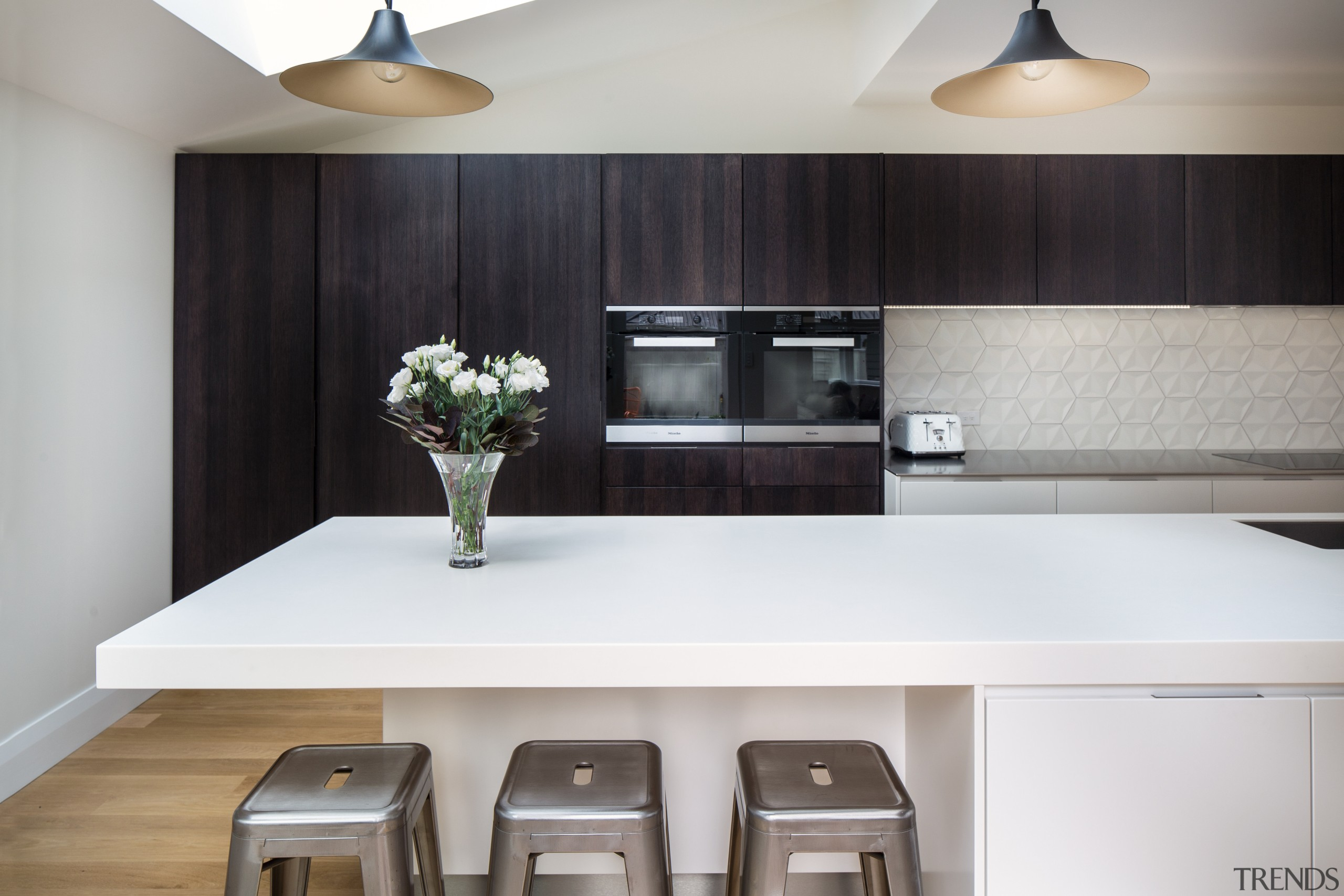 This kitchen features a two-tone colour scheme and countertop, cuisine classique, interior design, kitchen, product design, gray, black