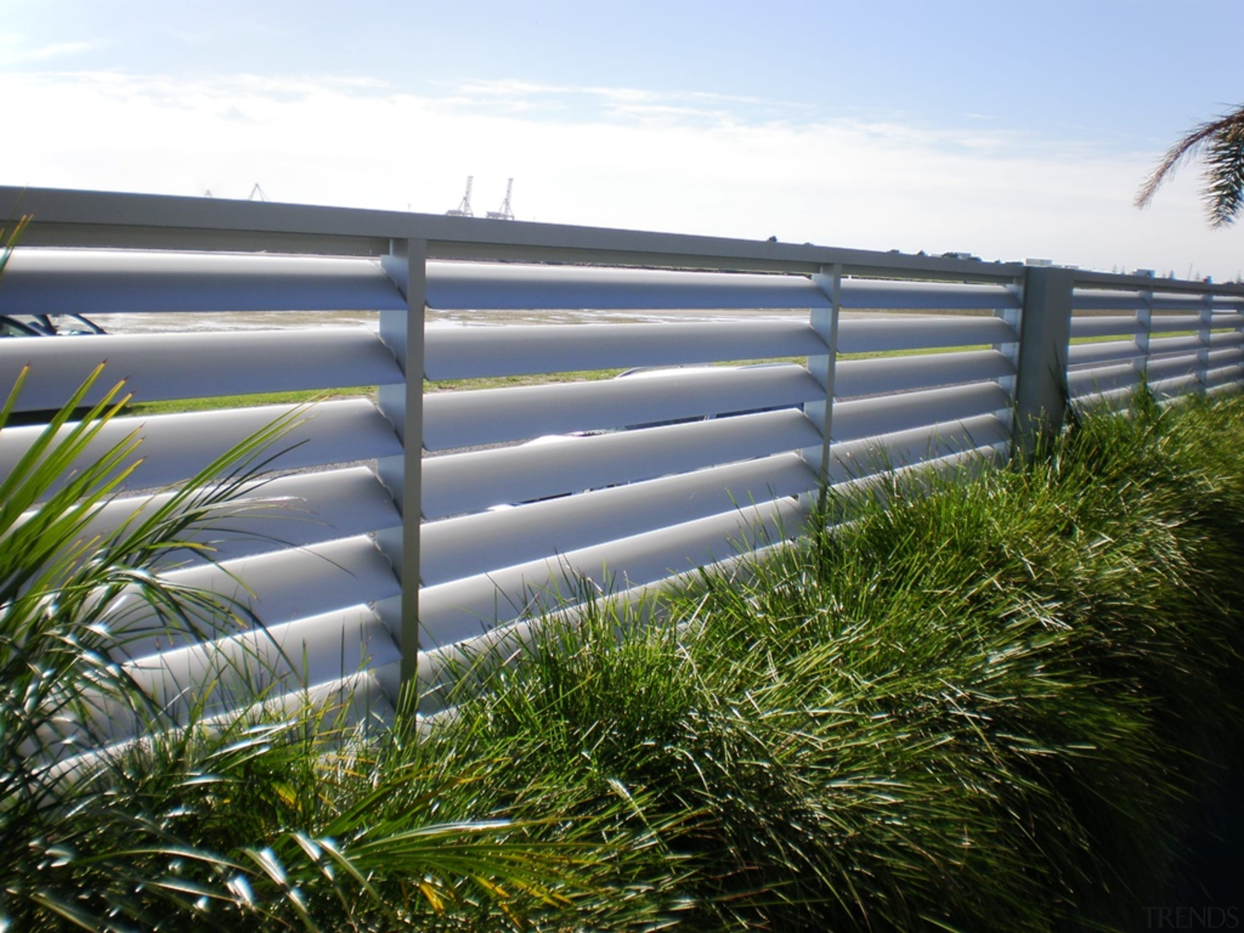78580_louvretec-new-zealand-ltd_1556758067 - architecture   fence   grass   architecture, fence, grass, grass family, guard rail, home fencing, line, plant, sky, tree, vegetation, wall, water, white