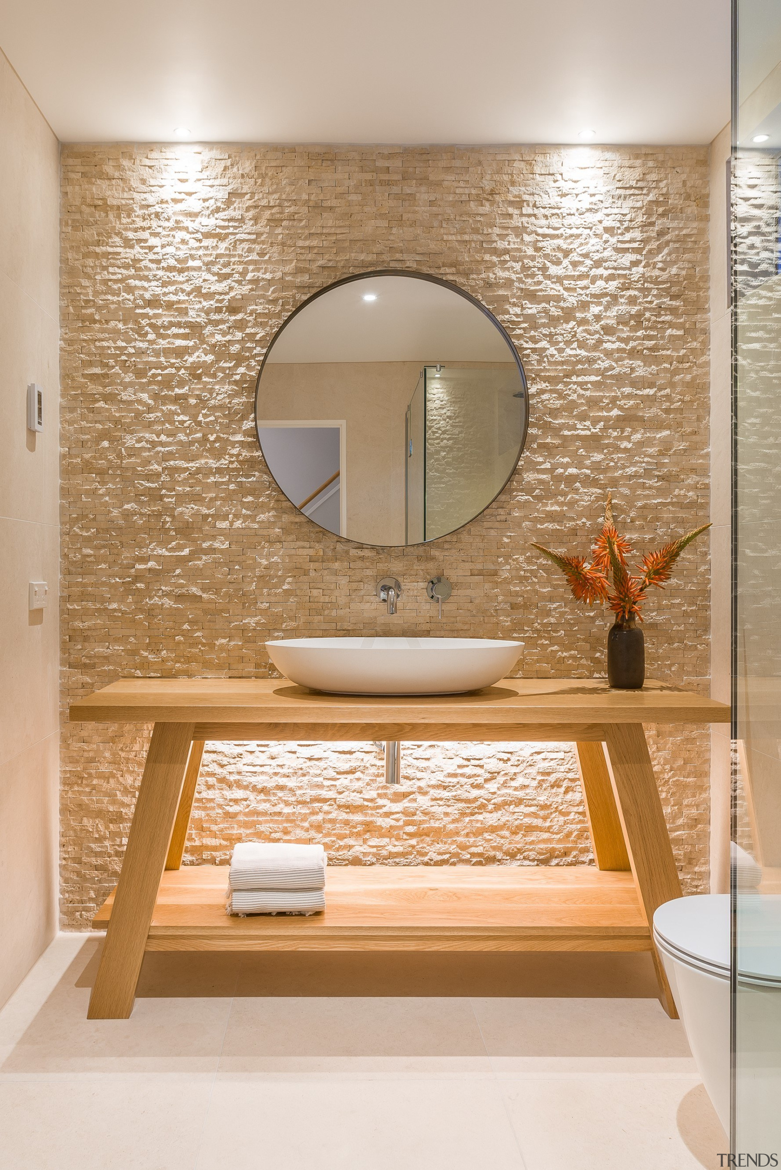 圆形的梳妆镜和置物架式的梳妆台,有一种简单的小资情调。 architecture, bathroom, ceiling, floor, flooring, interior design, plumbing fixture, room, sink, tap, tile, wall, gray, orange