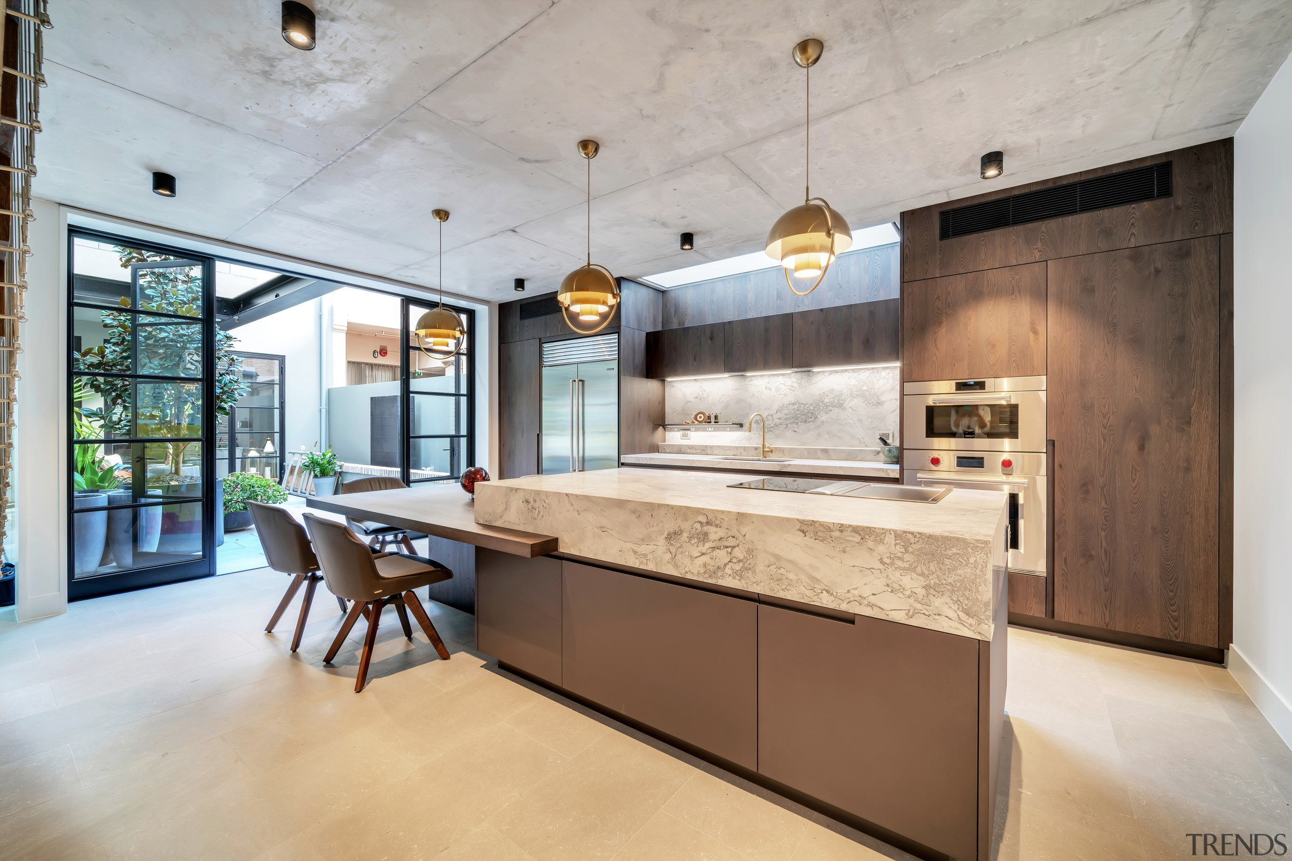 One island – two personalities. For this kitchen,