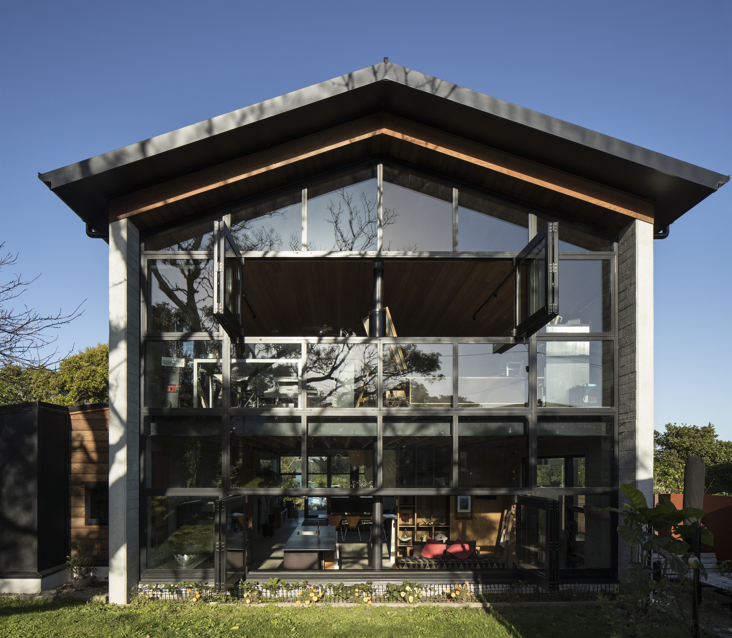 Both ends of this home by architect Vaughn facade, house, roof, house, black, Vaughn McQuarrie Architects, shadowclad