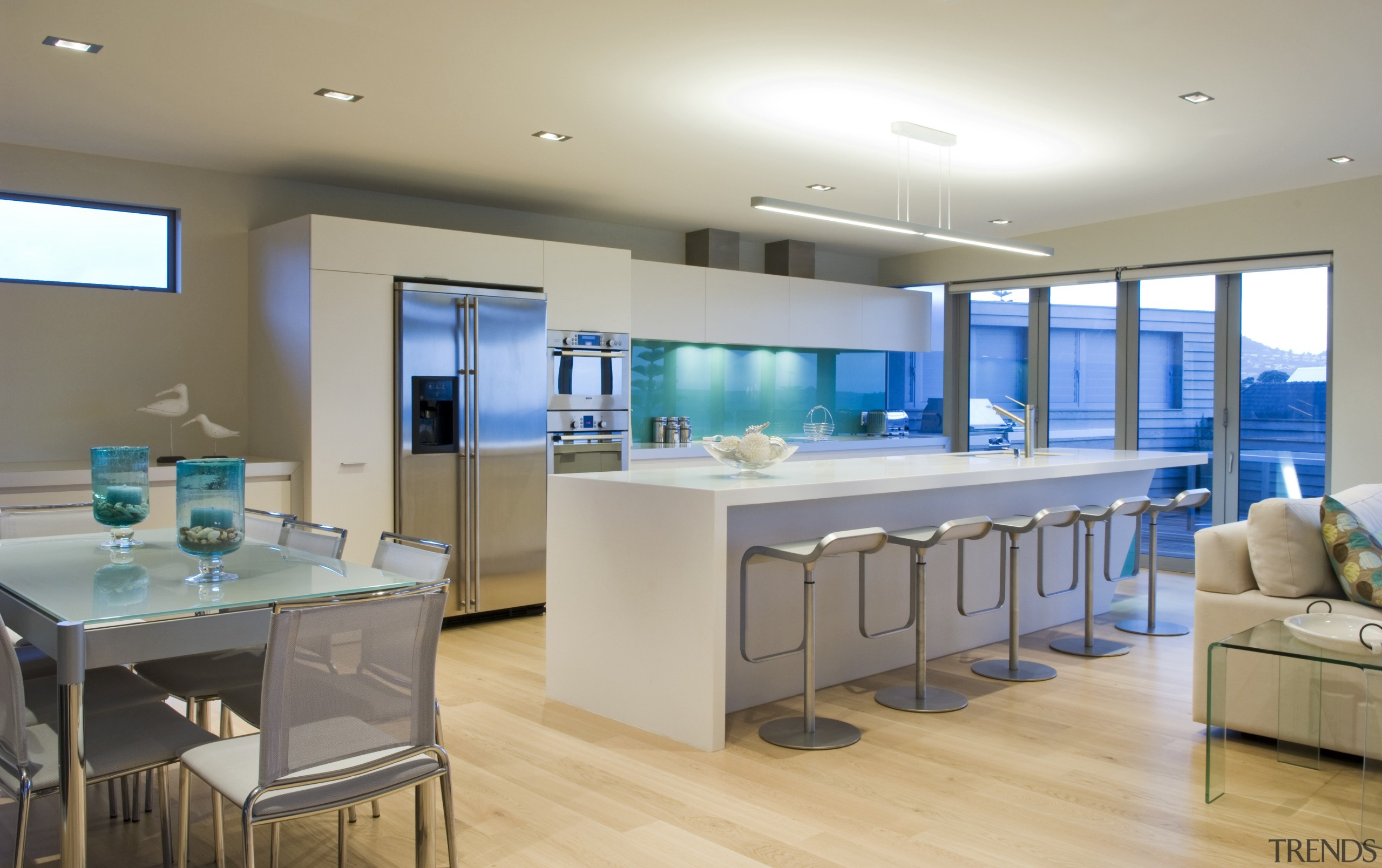 This sleek kitchen in a beach house    - Gallery - 1 | Trends