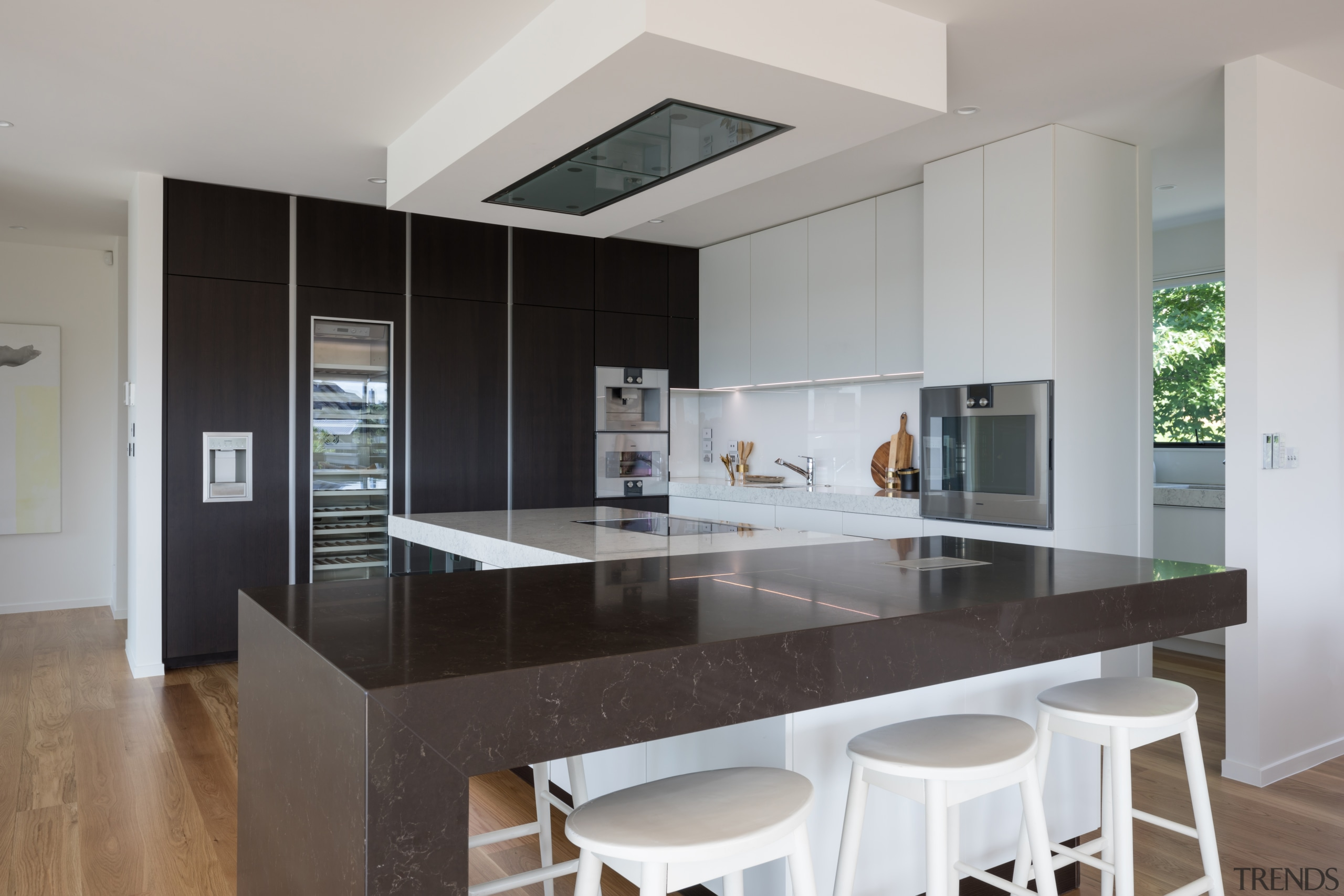 In this kitchen by Azente, the flush ventilation architecture, cabinetry, black, countertop, cupboards, floor, flooring, hardwood, kitchen, wood flooring, Akzente, Poggenpohl