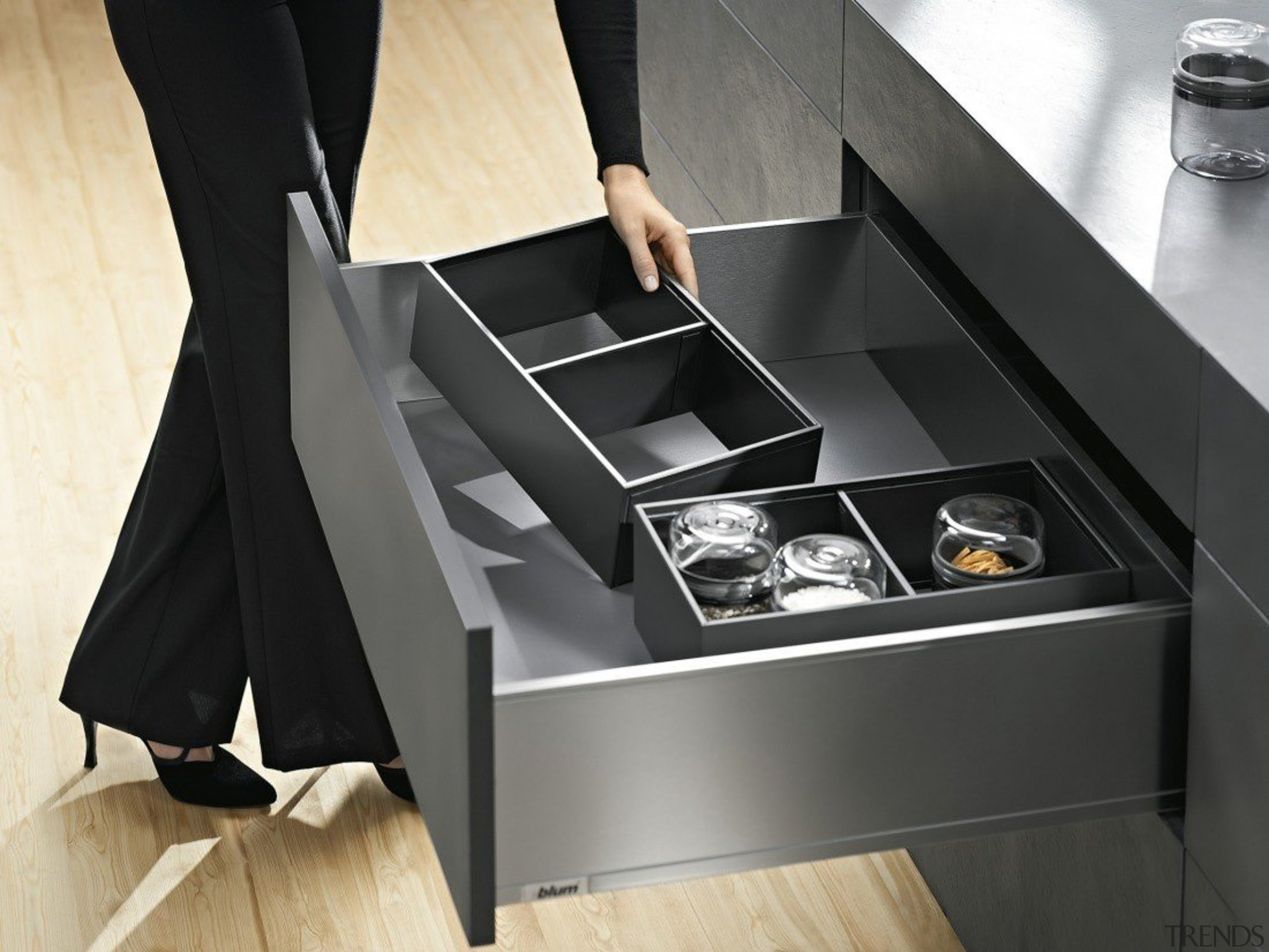 AMBIA-LINE inner dividing system – organization at its angle, desk, floor, furniture, product, product design, table, black