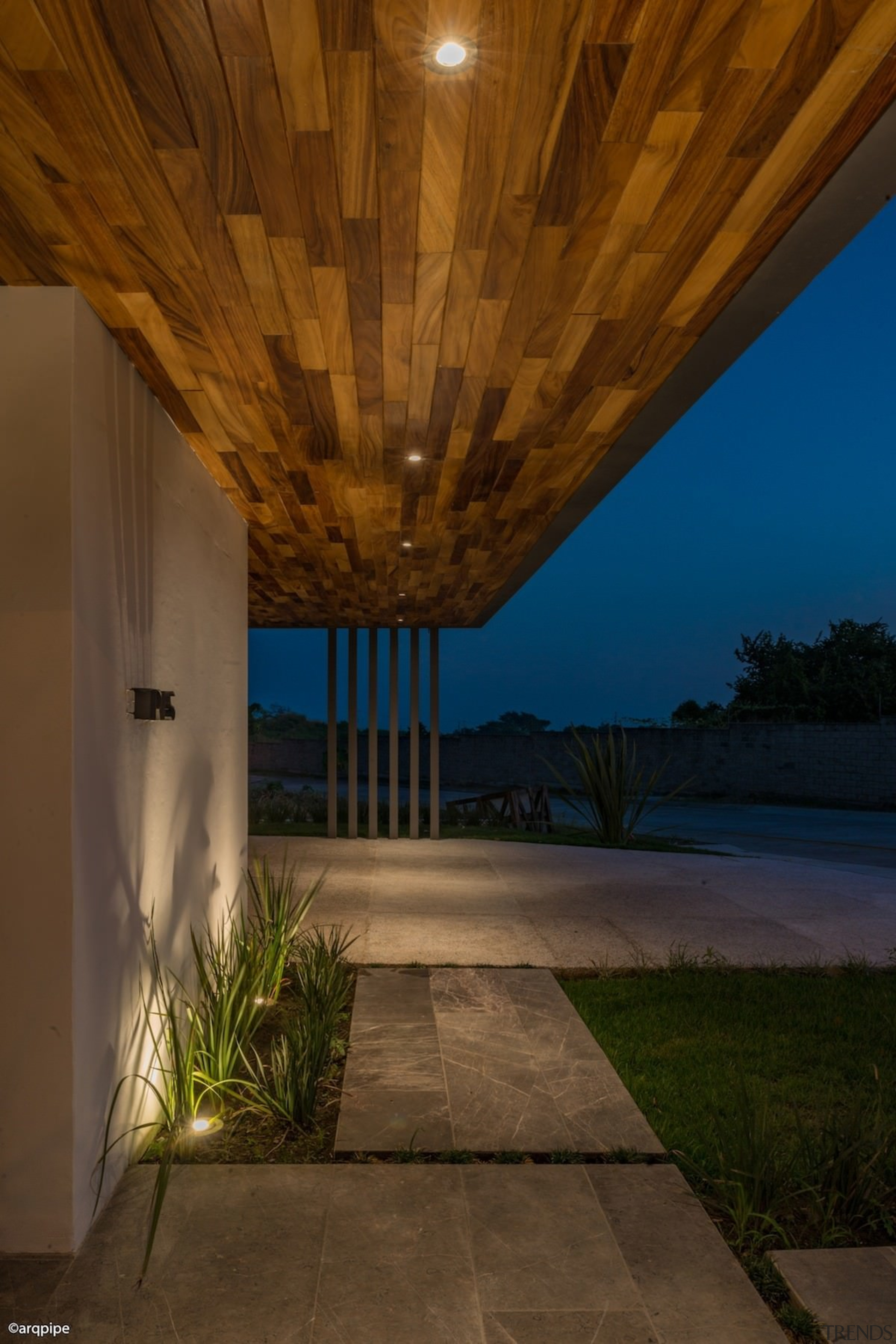 Colima home/Di Frenna Arquitectos - Colima home/Di Frenna architecture, ceiling, daylighting, estate, home, house, interior design, lighting, property, real estate, reflection, sky, wall, wood, brown