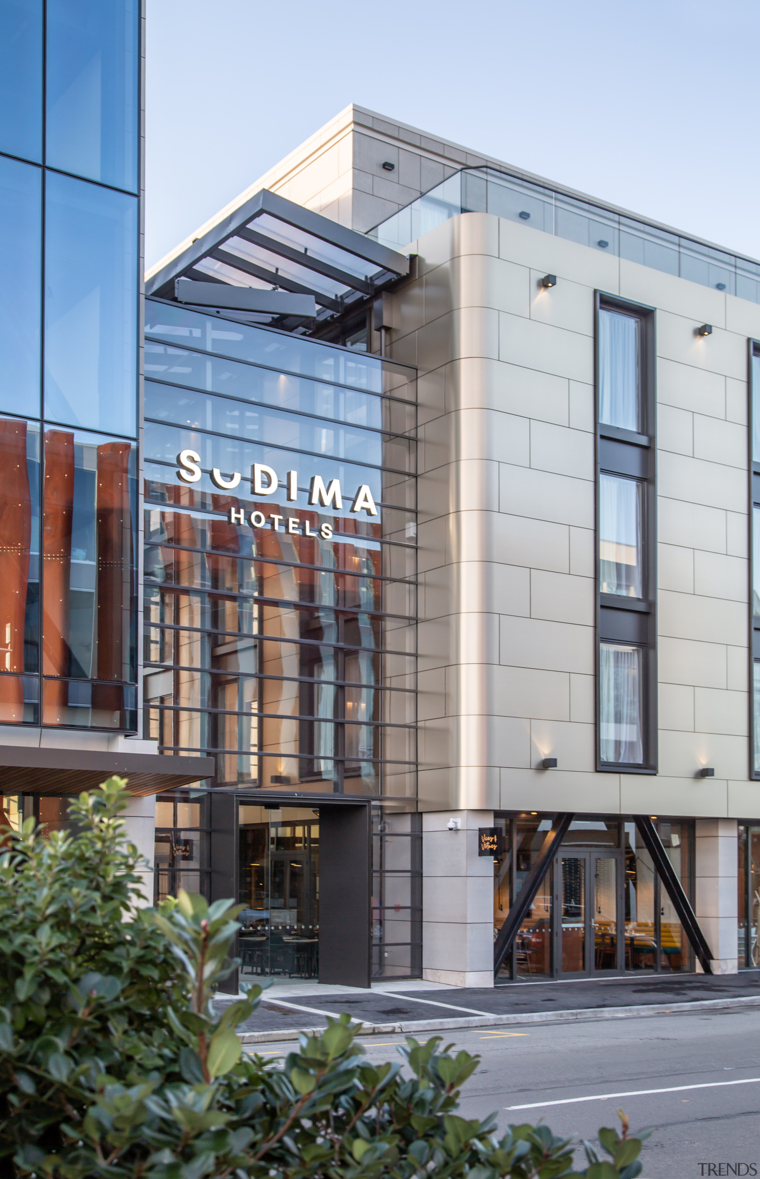 One building, two distinct uses – office floors Sudima, Hotel, architecture, building, city, commercial building, facade, office space, boutique hotel, restaurant, spa