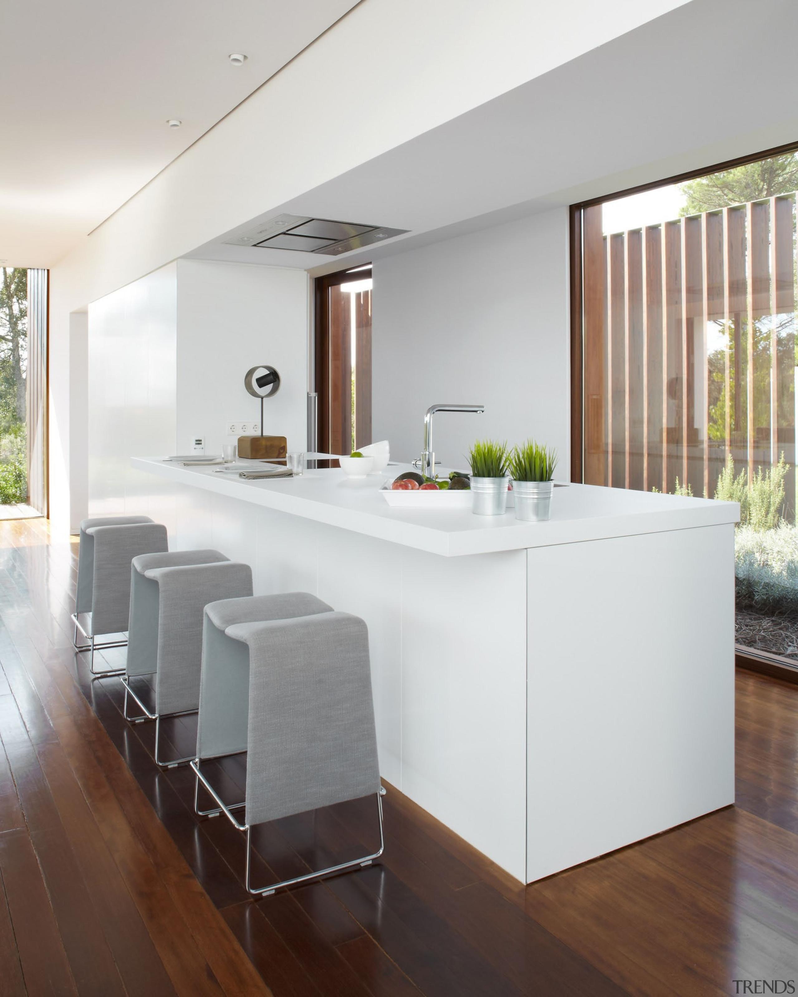 Silestone Blanco Zeus - encimera cocina 5 - floor, furniture, house, interior design, kitchen, living room, table, gray, white