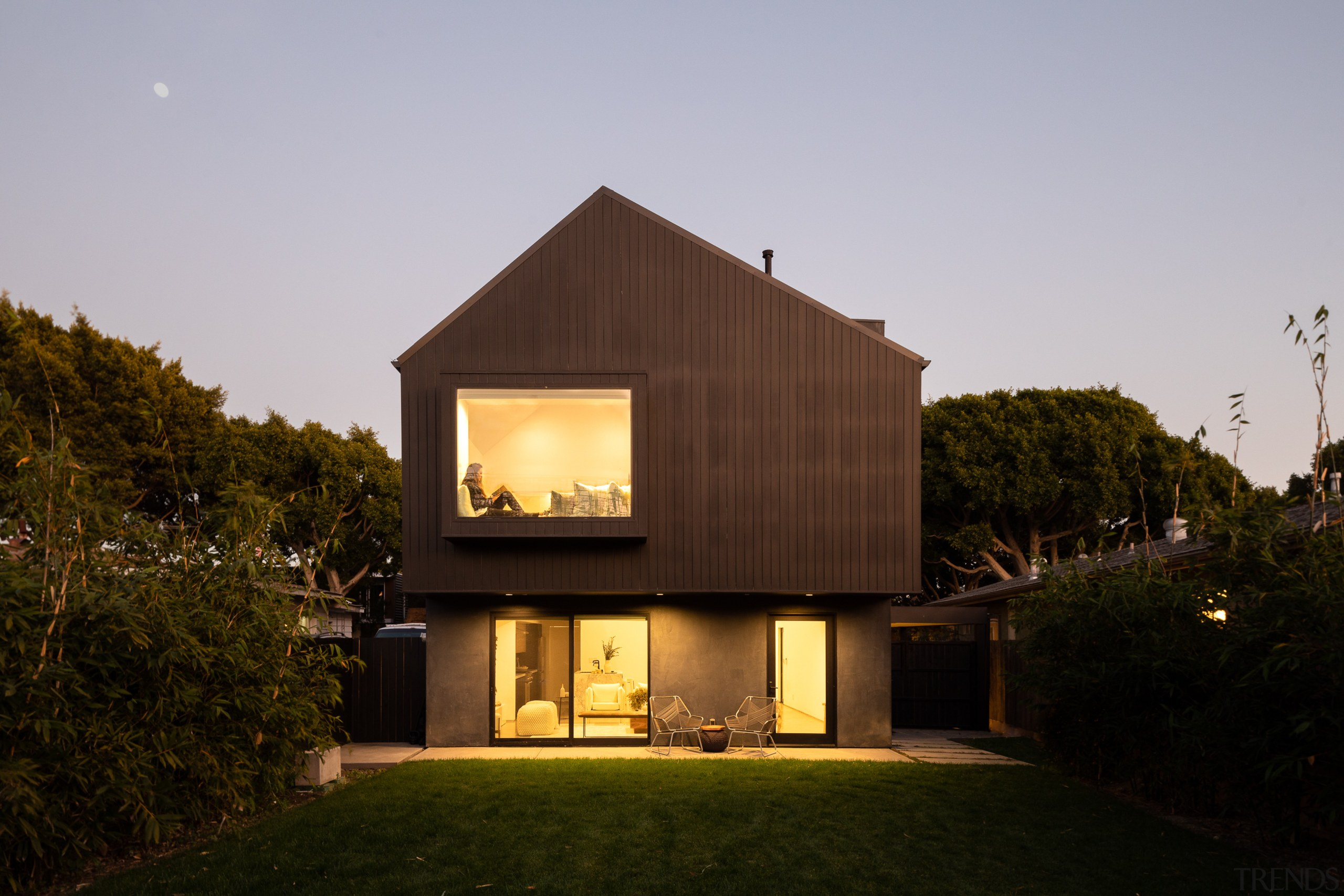 The floating black volume is defined by its