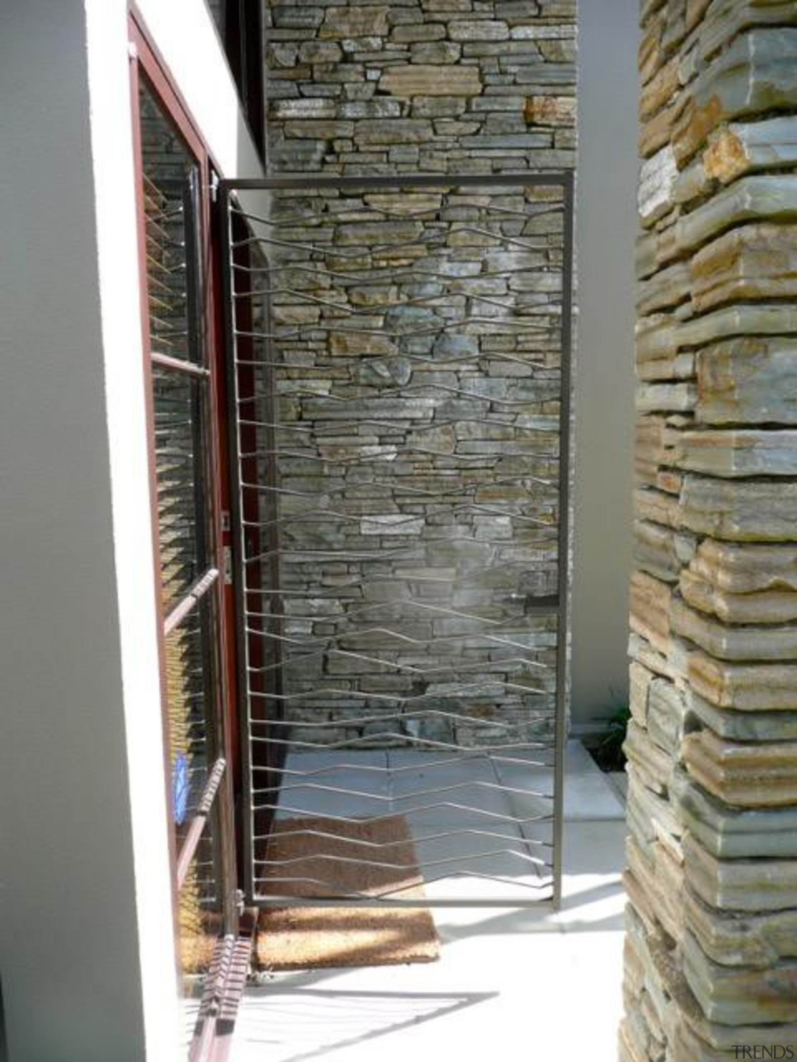 p1140743.jpeg - p1140743.jpeg - wall | window | wall, window, gray