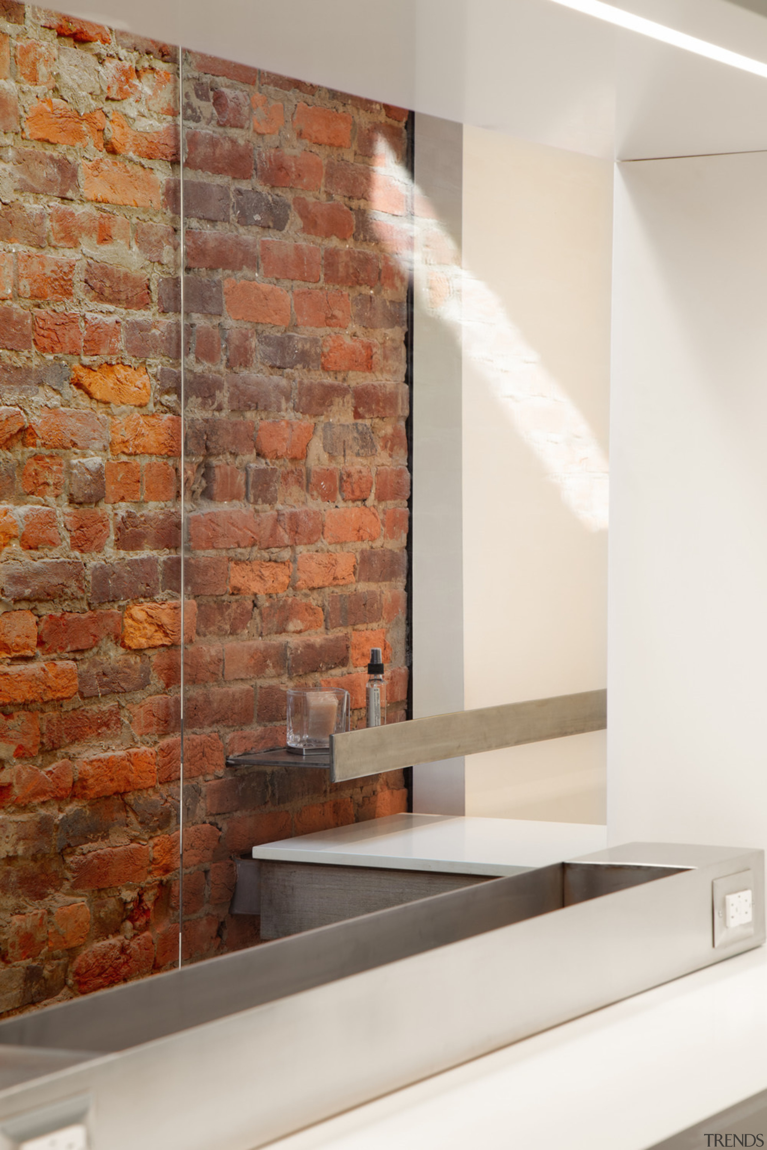 In the kitchen's opening, a low-profile stainless steel