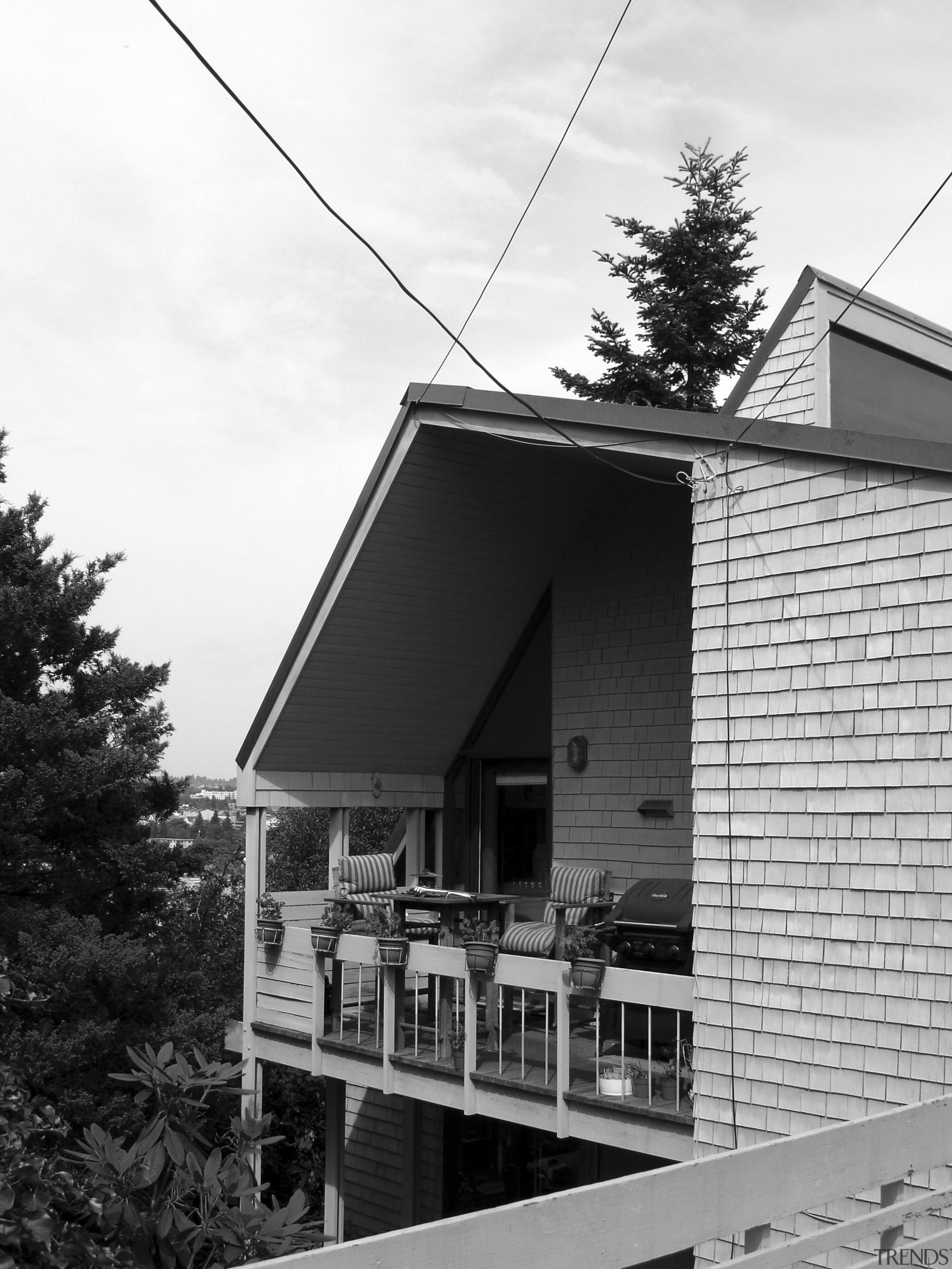 Before image of a 1966, cedar shing    - Gallery - 3 | Trends