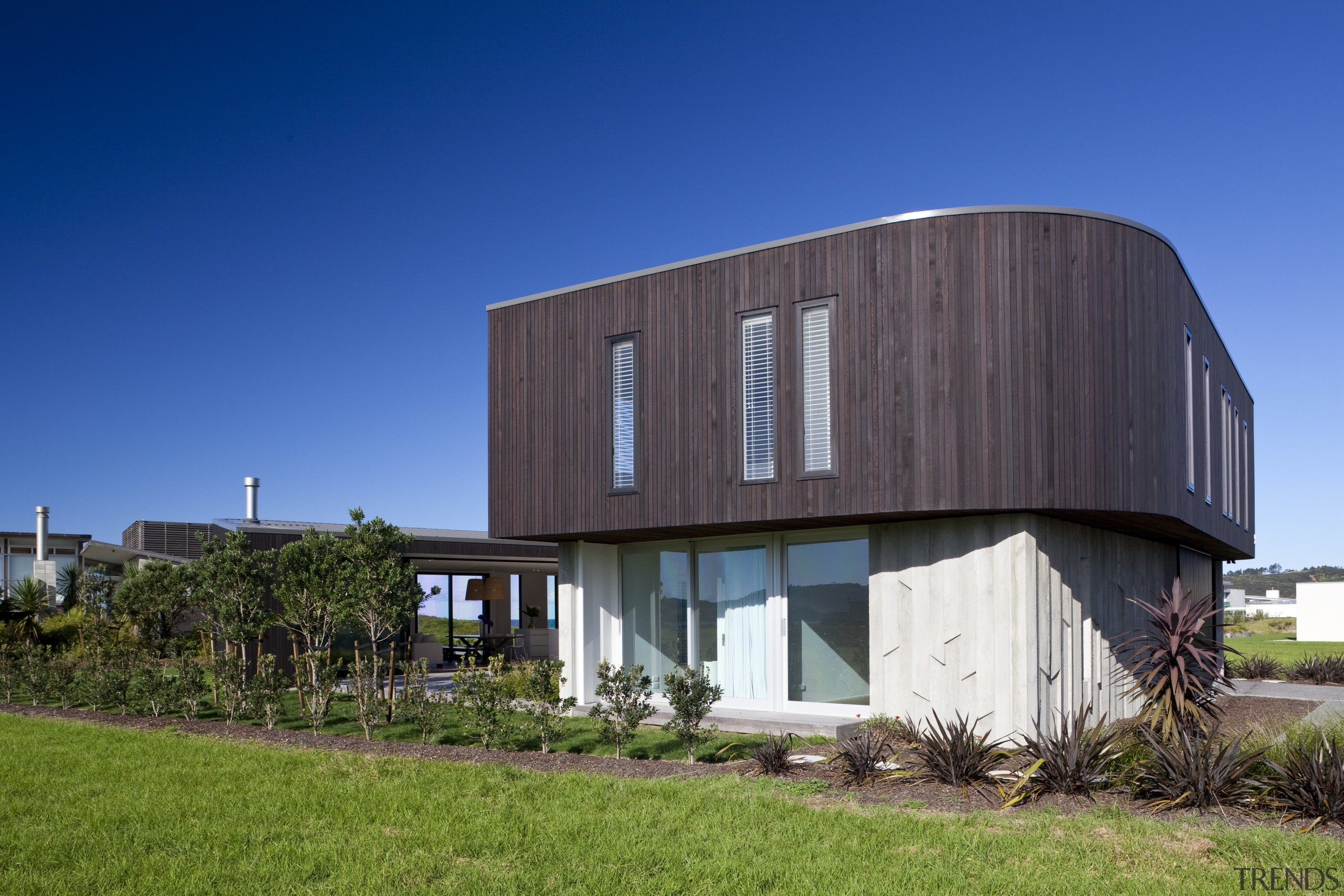 Ponting Fitzgerald-designed beach house - Ponting Fitzgerald-designed beach architecture, building, corporate headquarters, facade, home, house, real estate, residential area, sky, blue