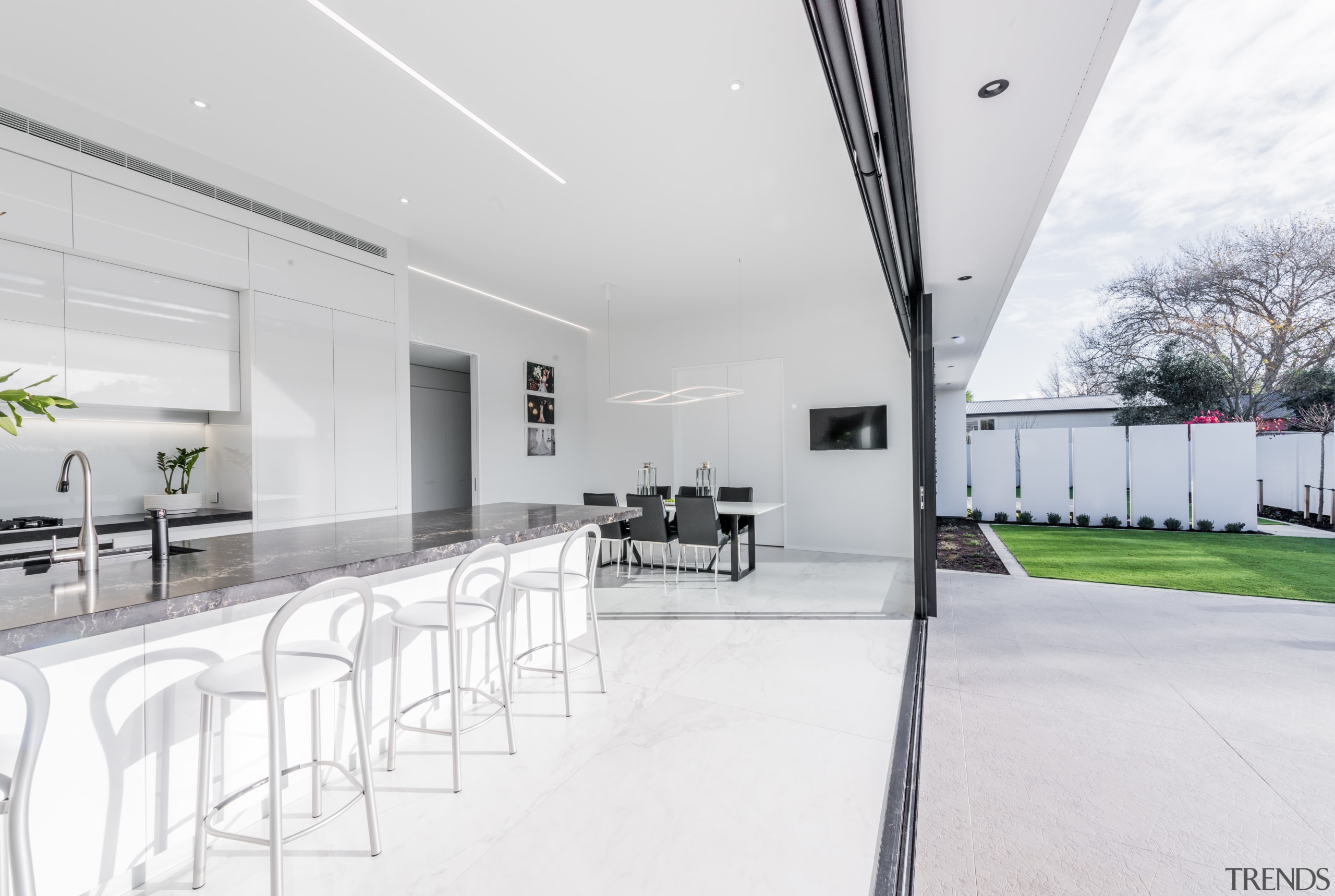 The big picture – this white kitchen by architecture, house, interior design, indoor, outdoor flow,  Emma Morris, Enternodesign