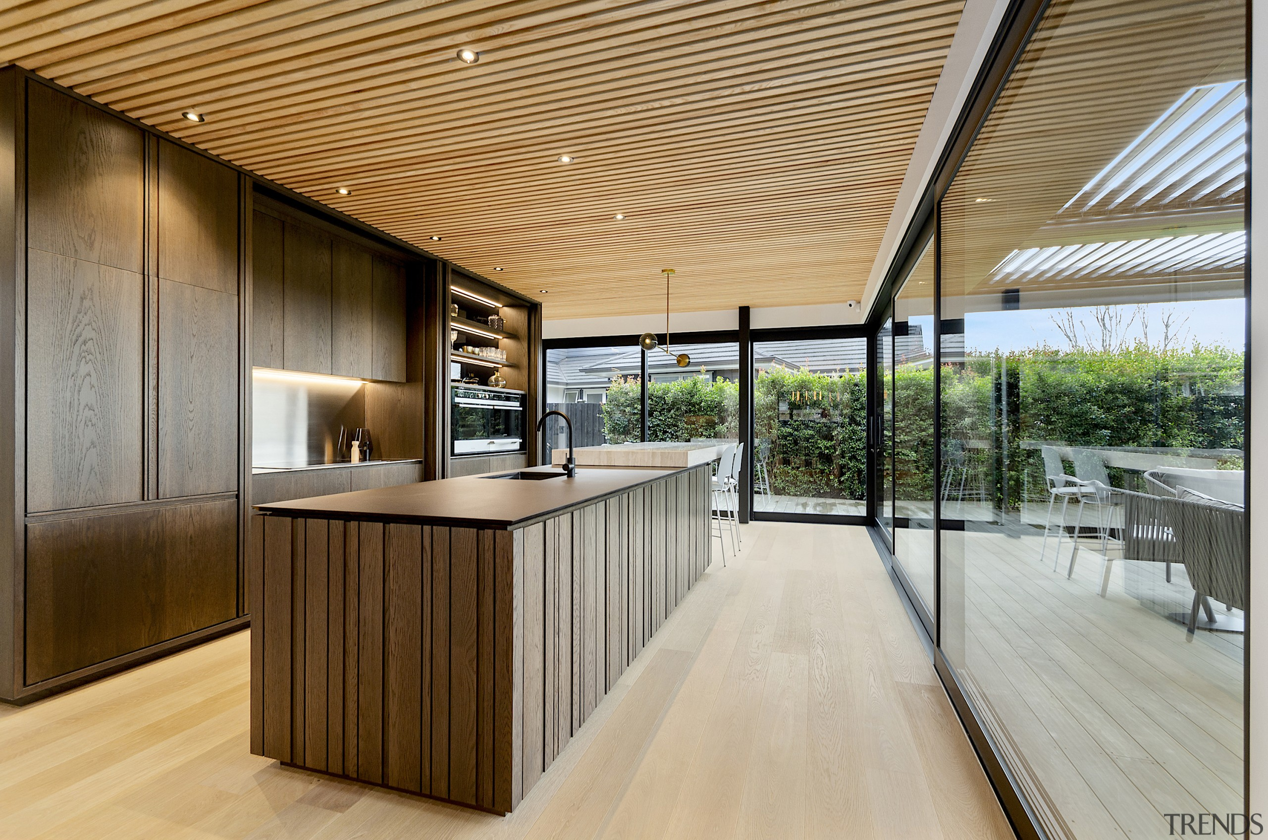 Deep in the woods – the kitchen island gray, brown