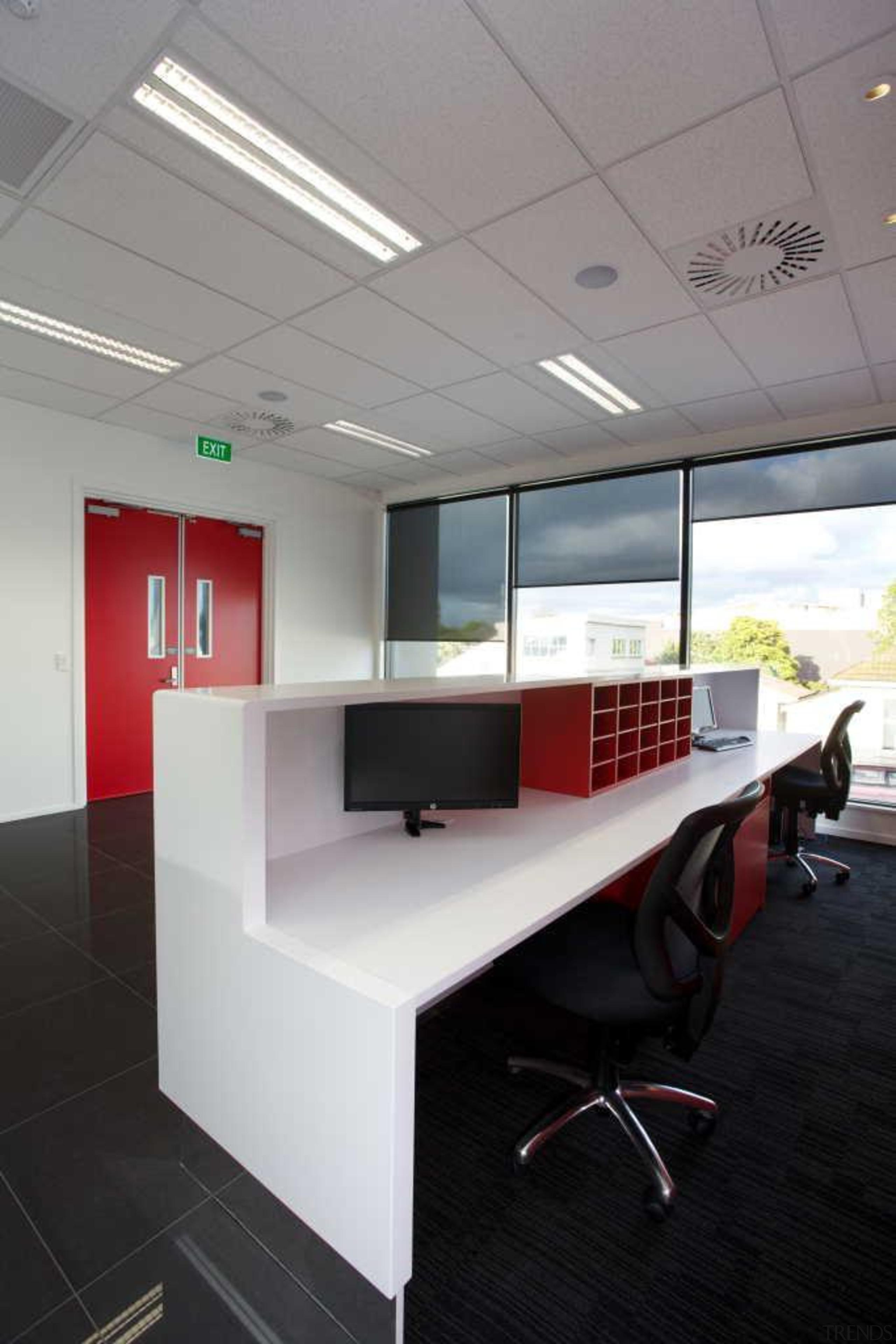 mg45760145207.jpg - mg45760145207.jpg - architecture | ceiling | architecture, ceiling, desk, floor, furniture, interior design, office, product design, gray, black
