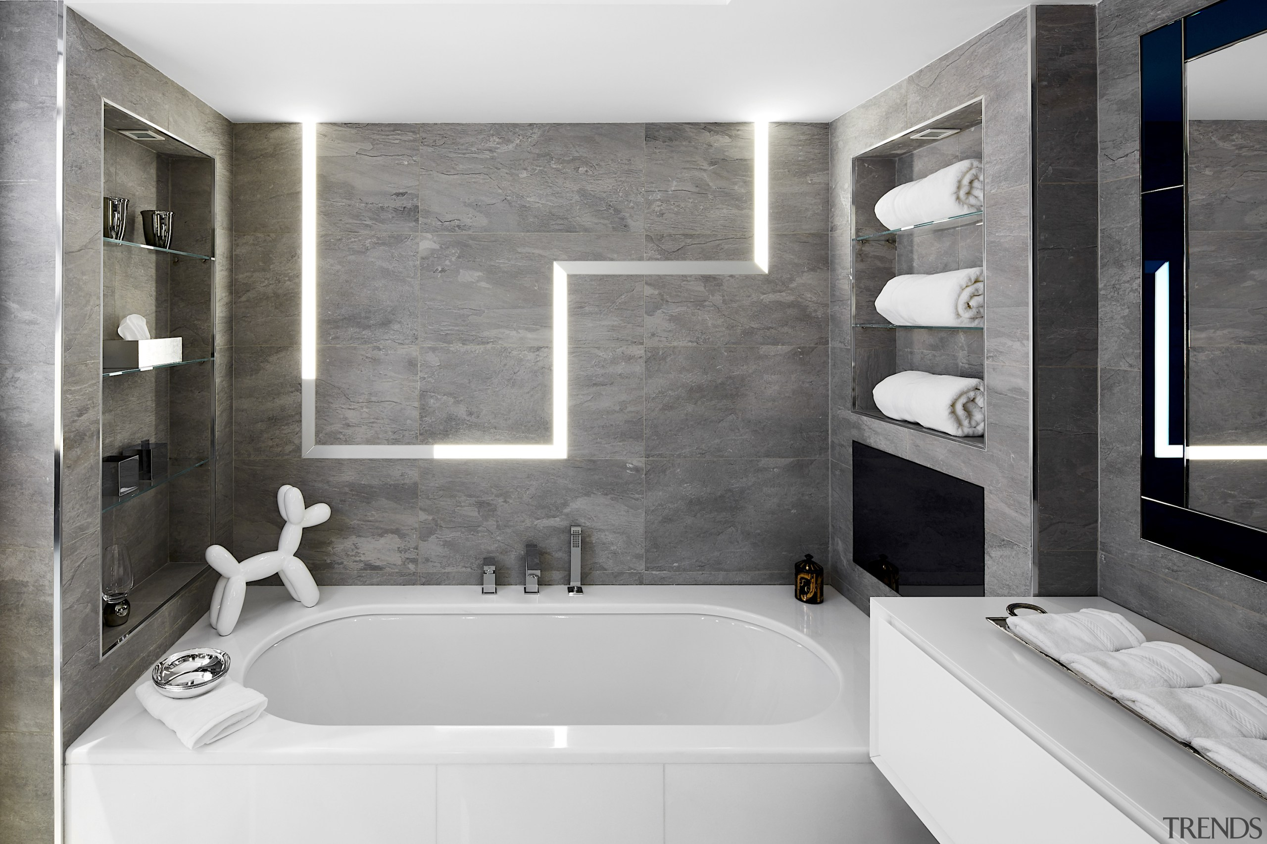 For this bathroom, a slate wall with integrated gray, white