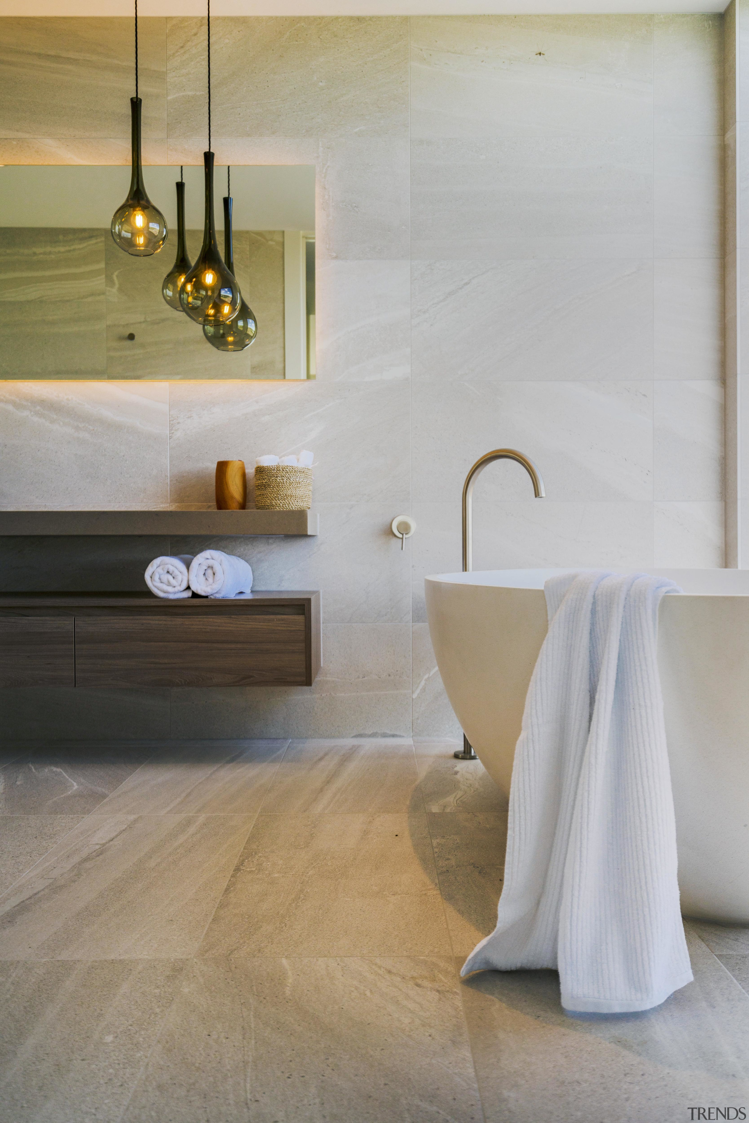 Large-format tiles with the look of veined marble gray
