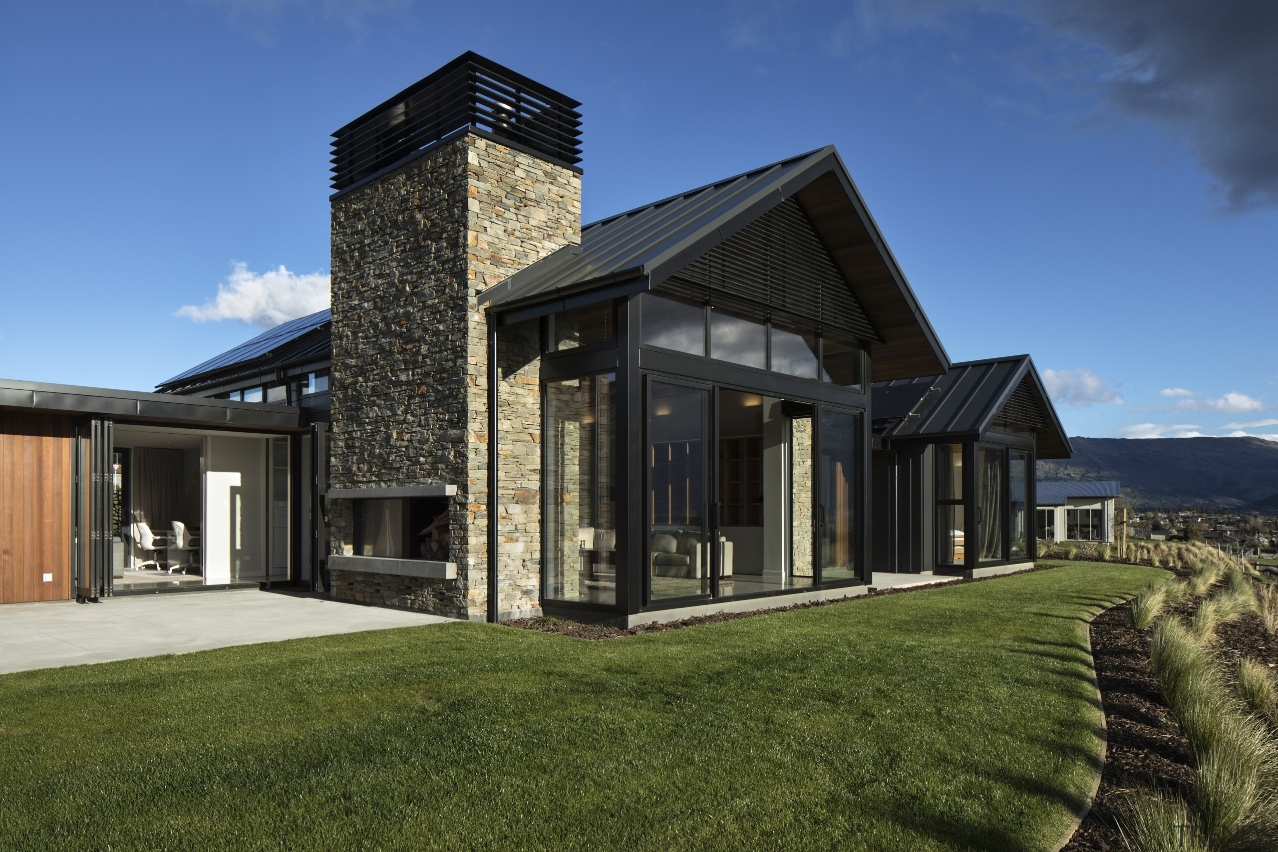 Centre of attention – to ensure the central architecture, home, house, roof, siding, Condon Scott Architects