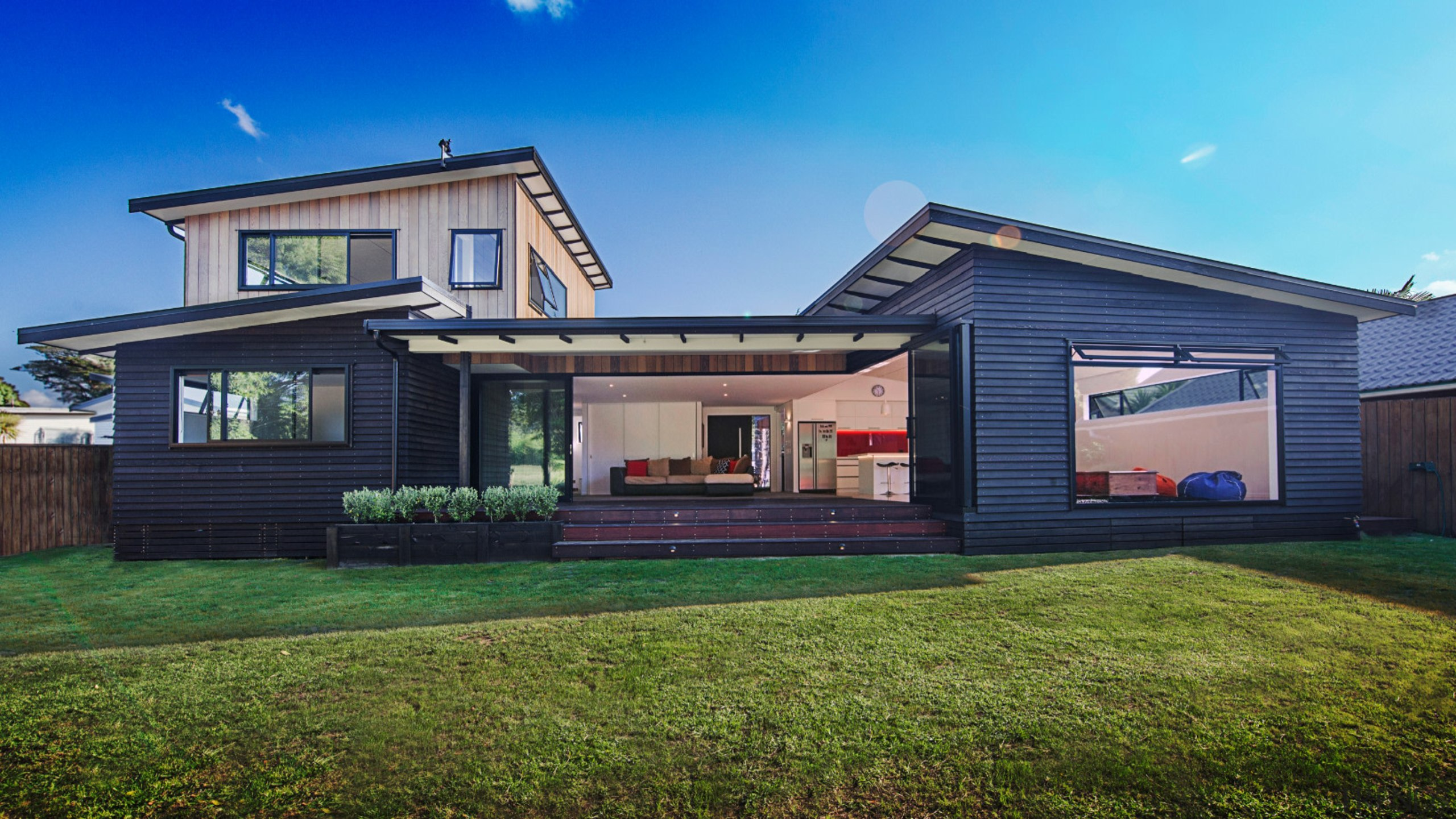 Unobstructed panoramic 7-meter picture windows from Windowmakers blurs cottage, elevation, estate, facade, home, house, property, real estate, residential area, siding, blue