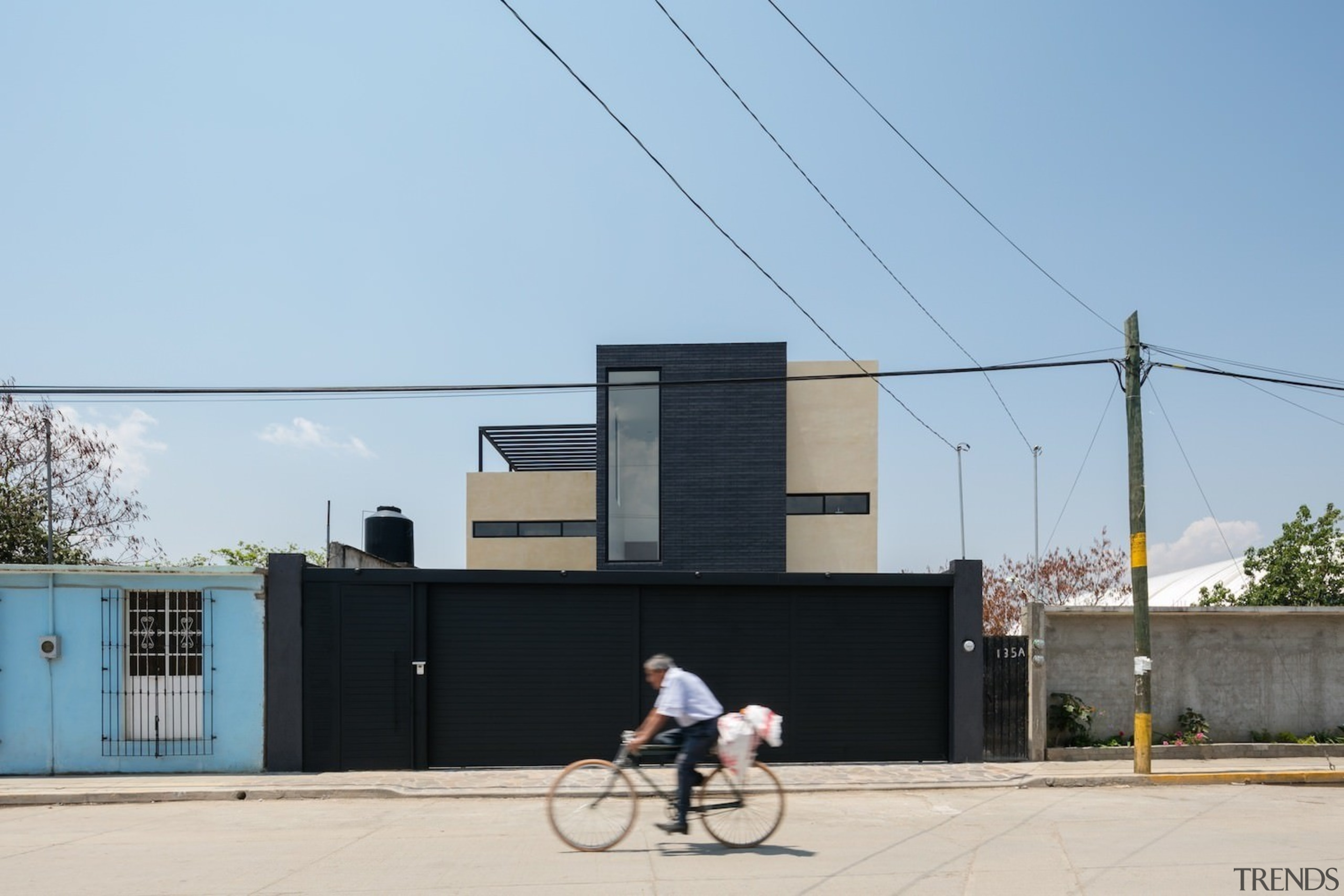 Architect: Espacio 18 ArquitecturaPhotography by Lorena Darquea architecture, building, house, sky, vehicle, teal