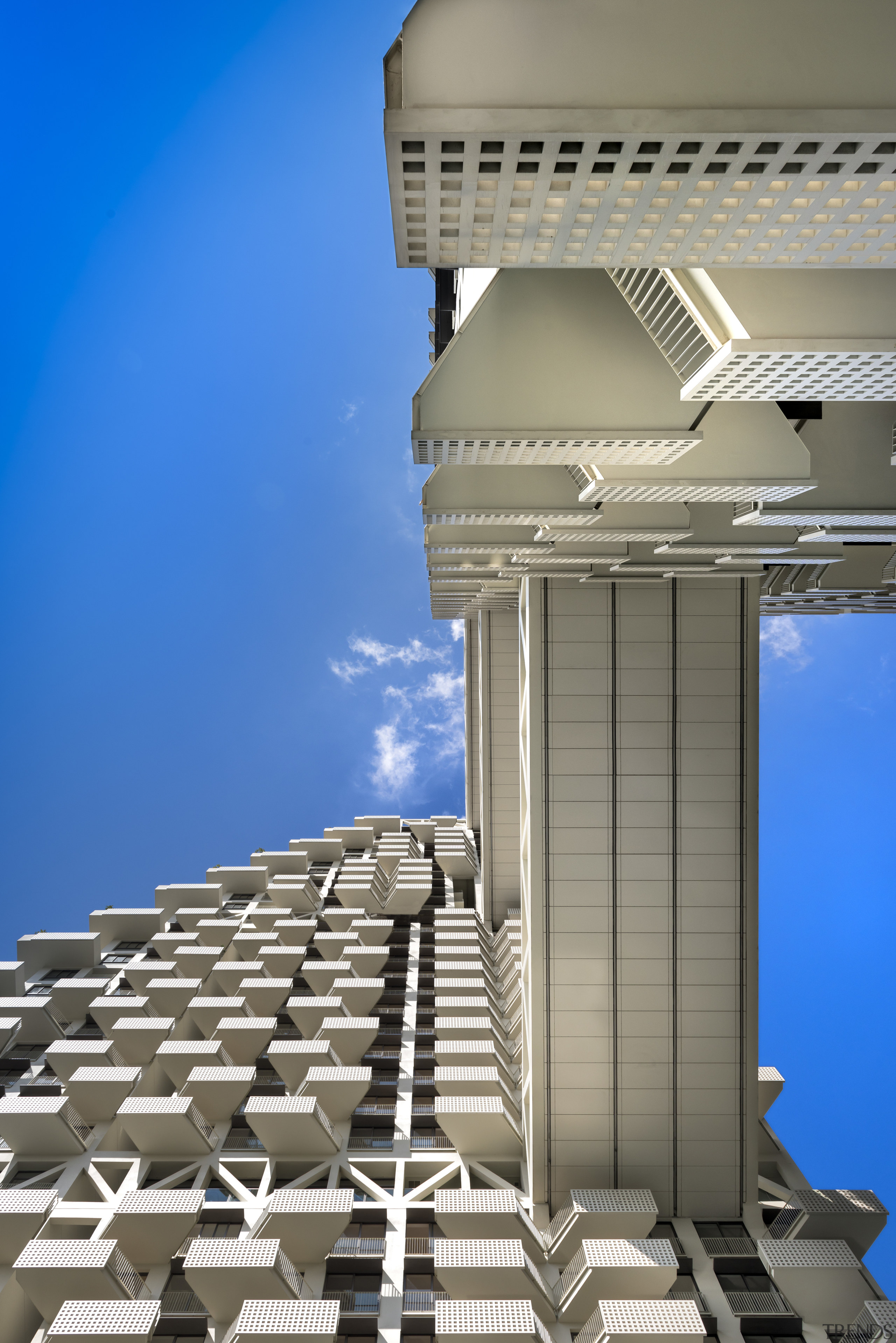 Bridges at levels 14, 26 and 38 span architecture, building, column, daylighting, daytime, facade, landmark, sky, structure, gray, blue