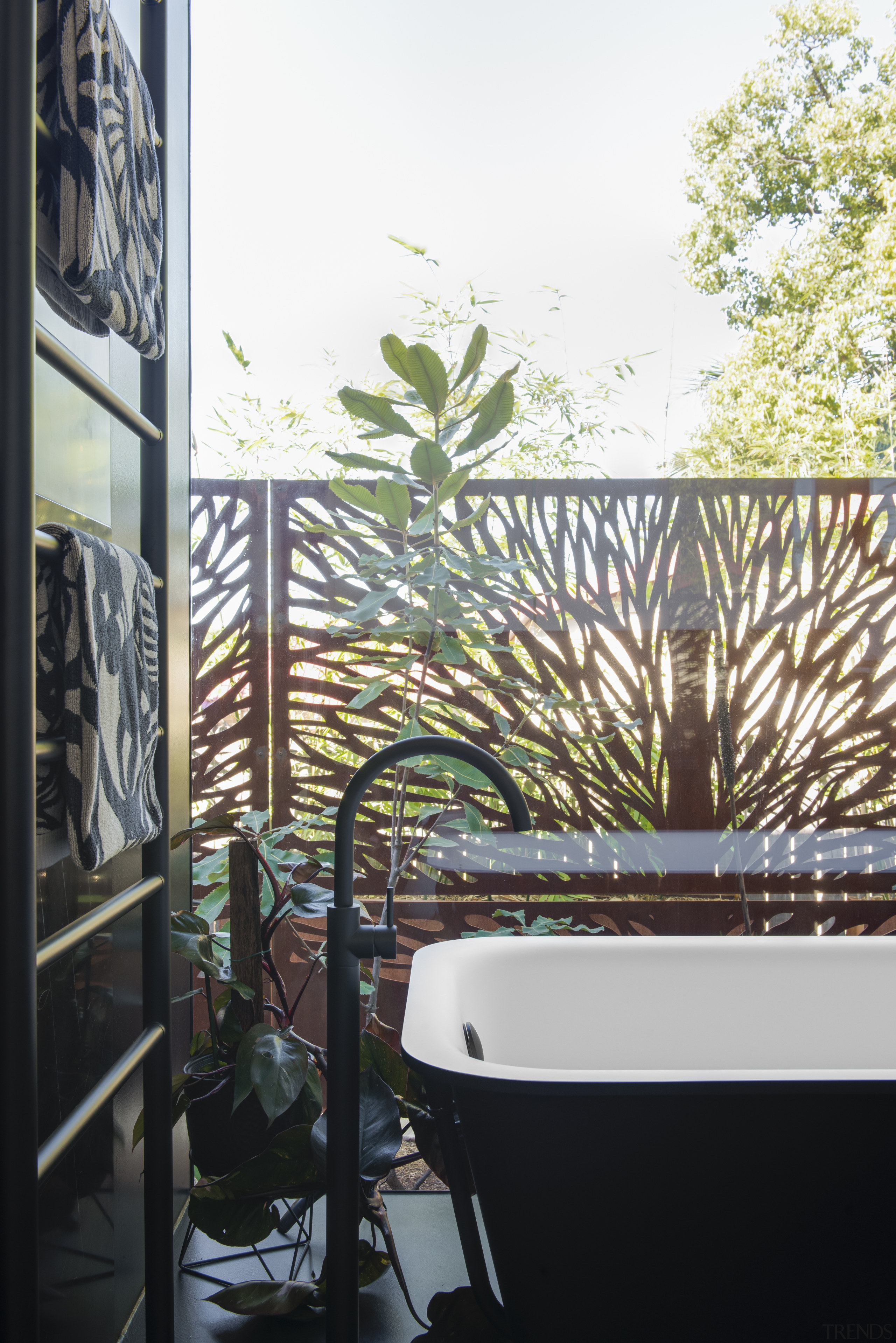 The black and white Morphing bath tub by architecture, bathroom, house planting, iwhite, black, freestanding bath, tap, Minosa, Darren Genner