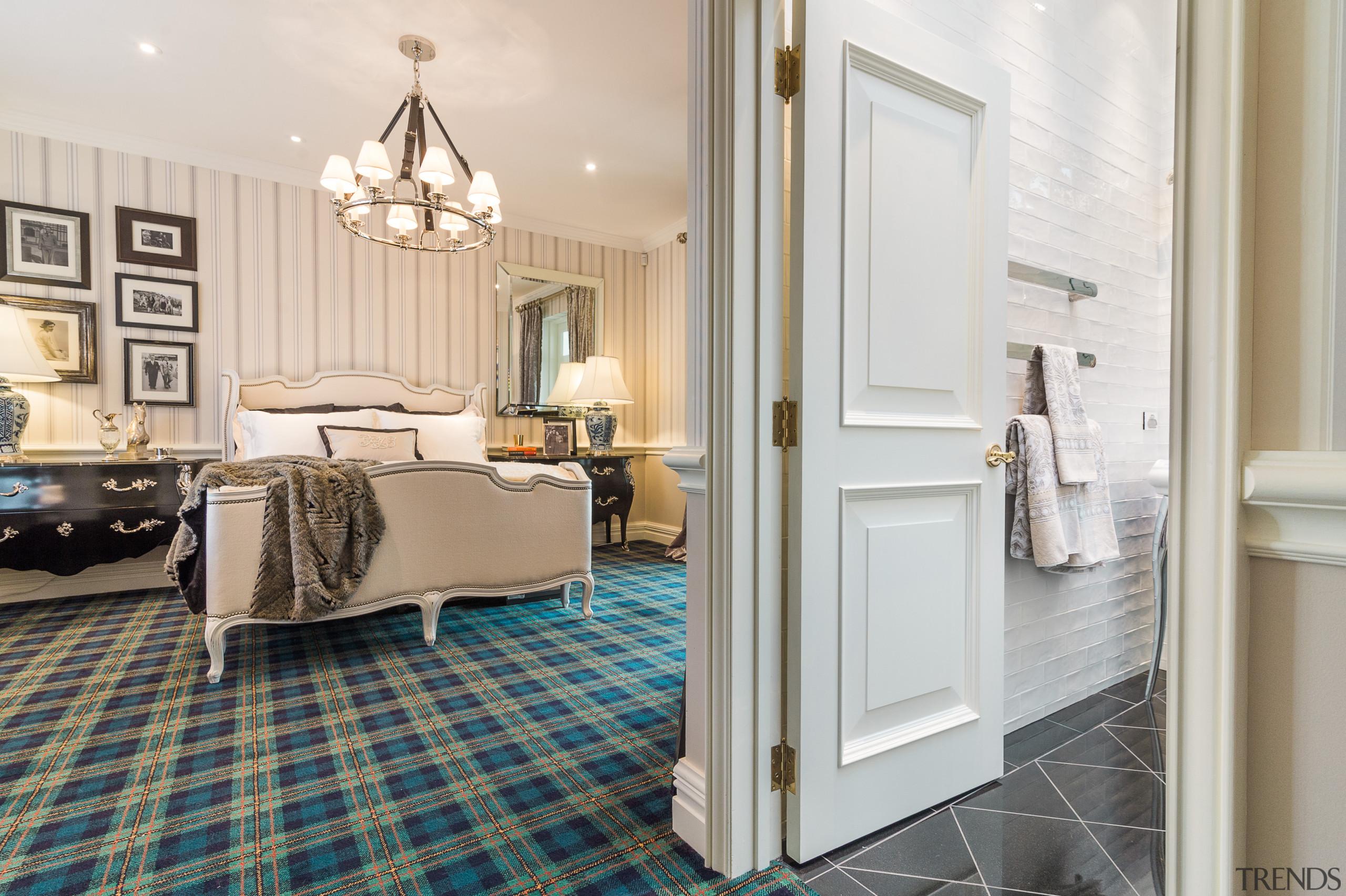 走出卫生间可以发现,其风格与外面的客卧是协调统一的。 ceiling, estate, floor, flooring, home, interior design, real estate, room, suite, wall, window, wood flooring, white, gray
