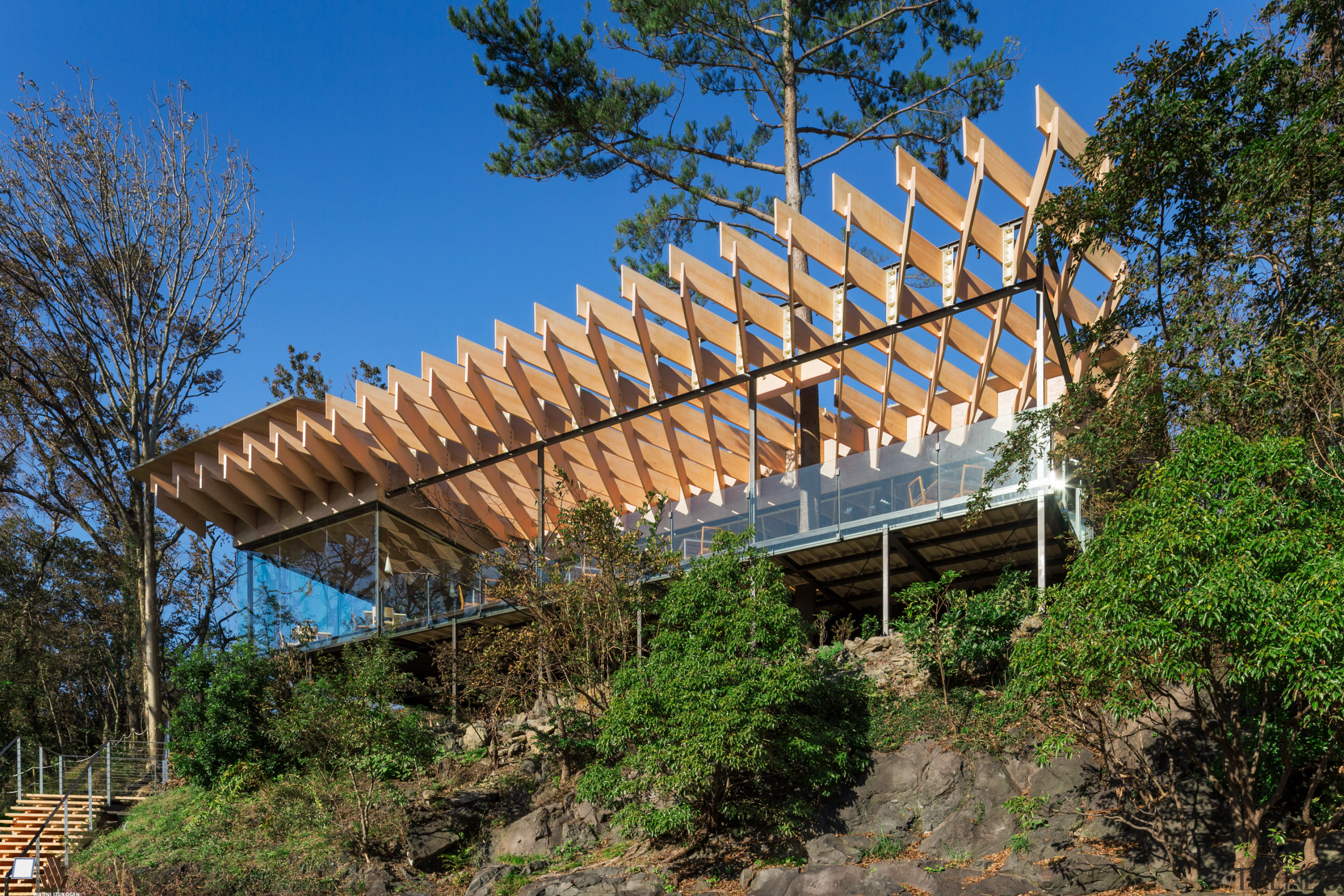 For this restaurant project, architects Kengo Kuma produced brown