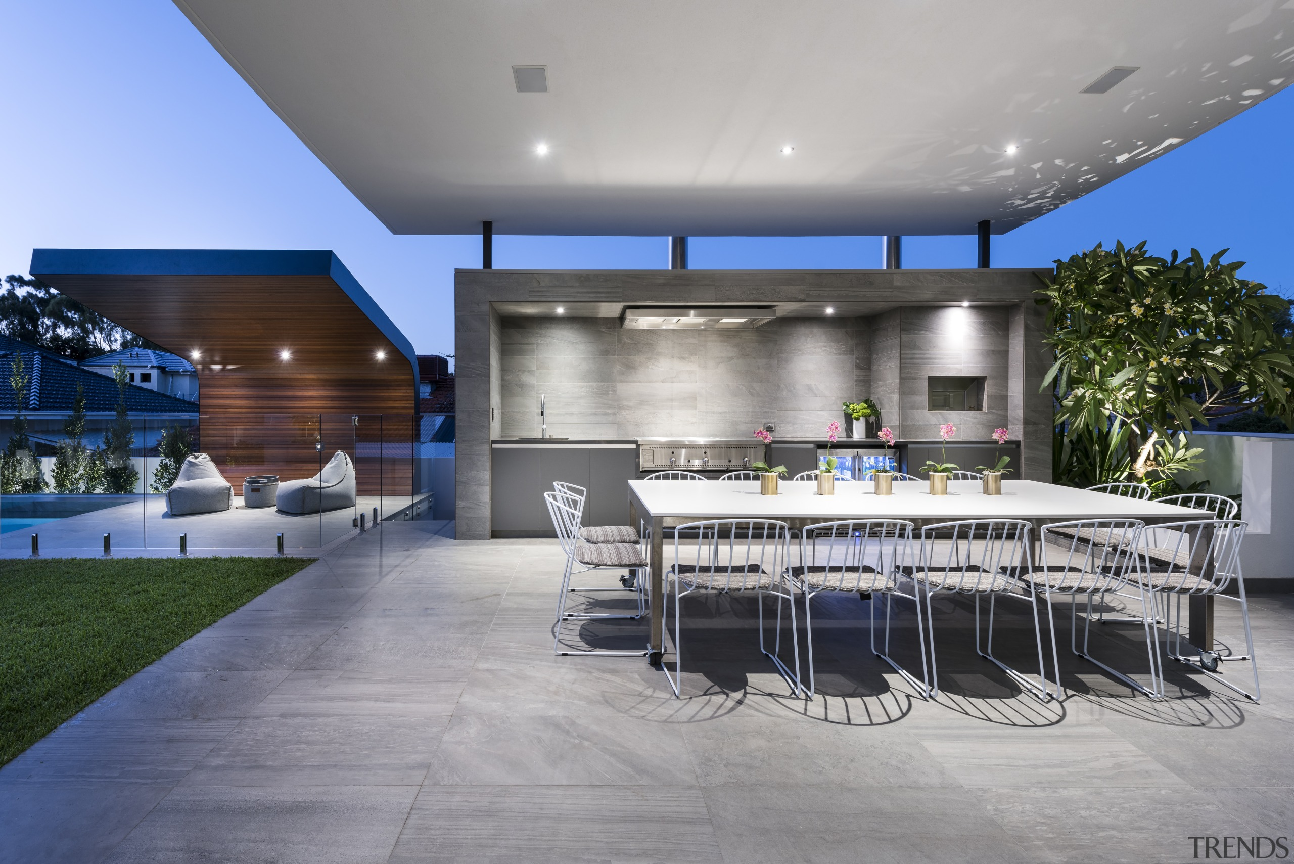 Alfresco dining and outdoor living at a contemporary architecture, estate, house, interior design, real estate, roof, gray