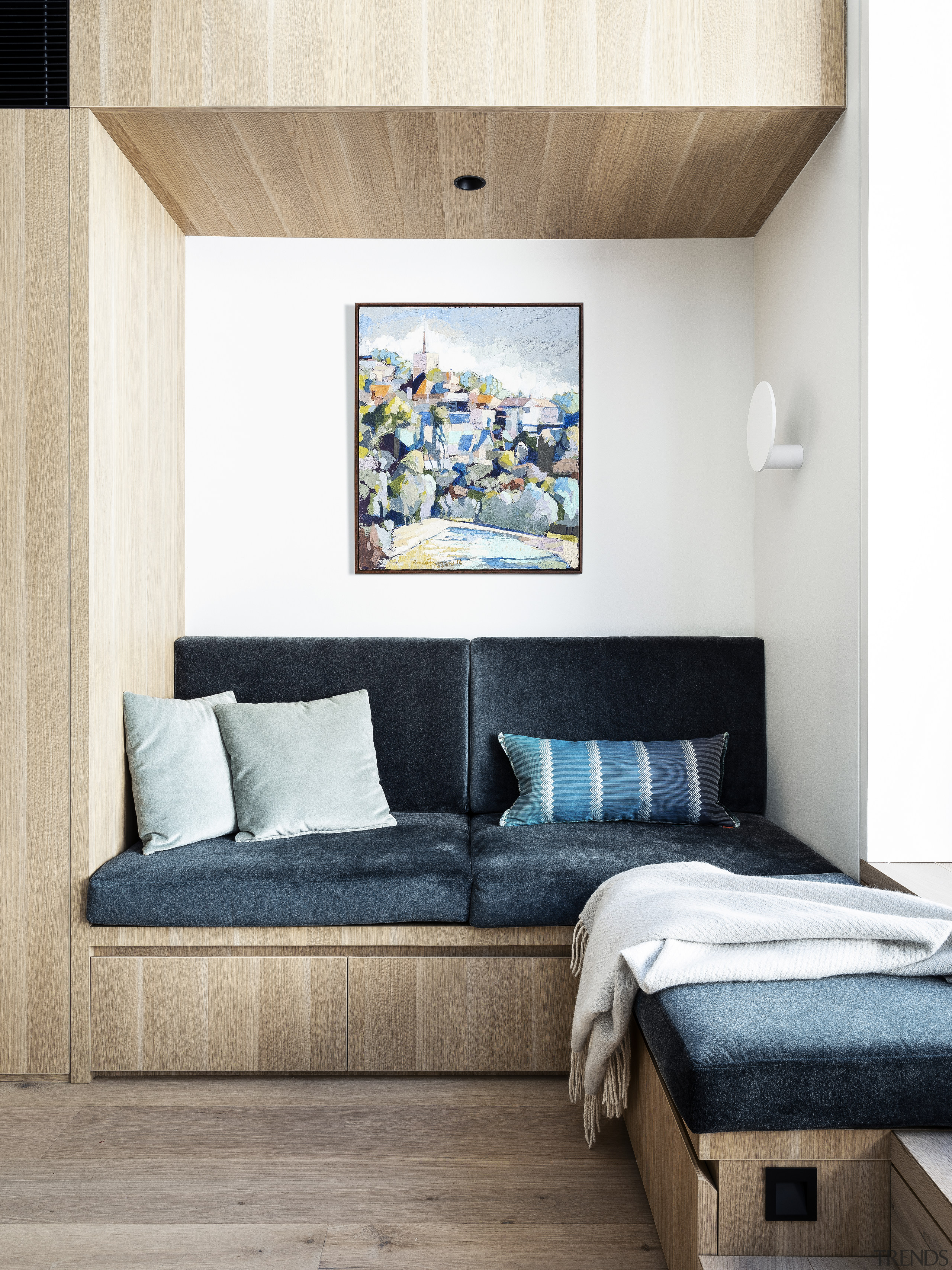 A wood veneer bulkhead helps give this reading