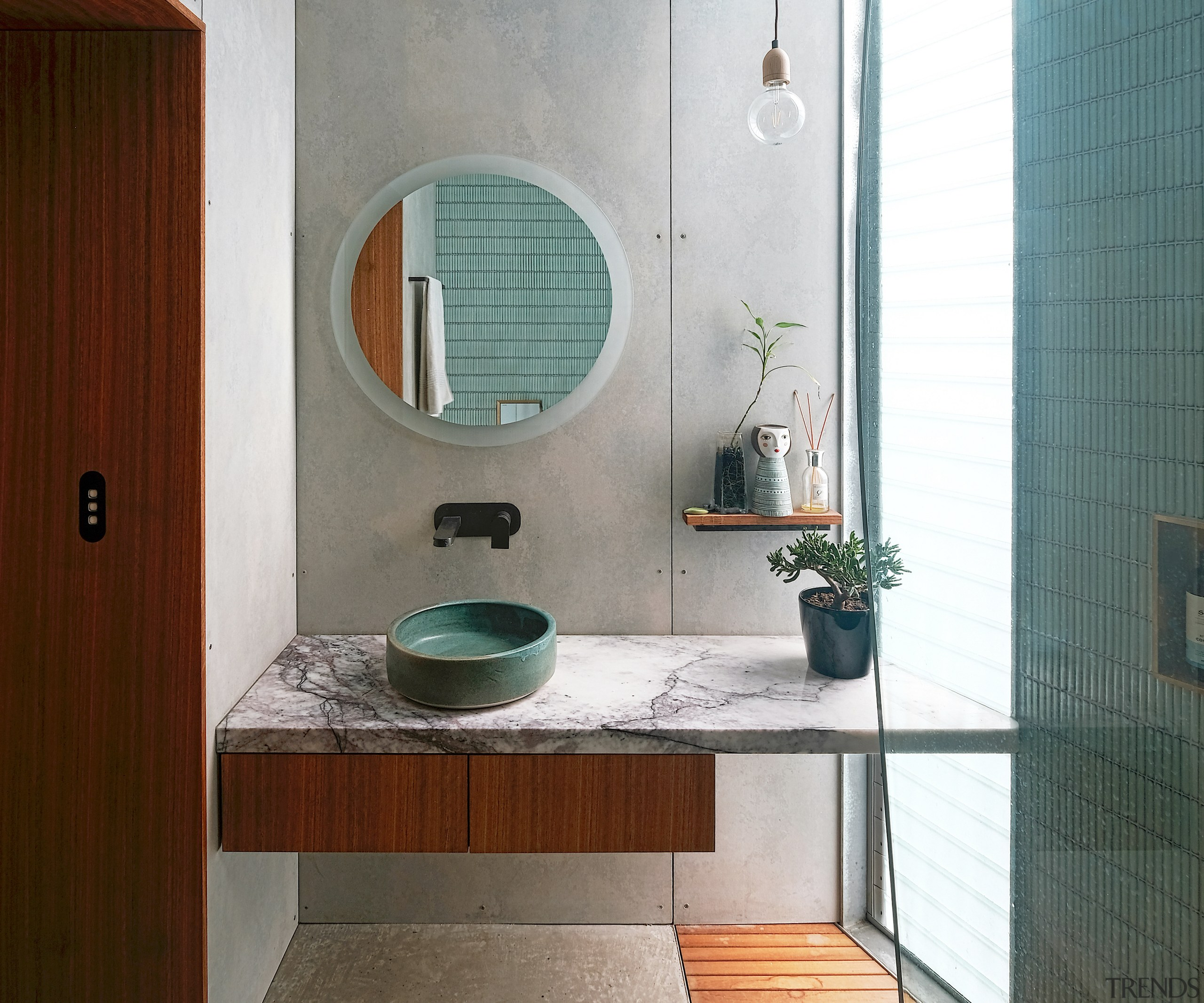 A hand-thrown vanity basin finds an echo in