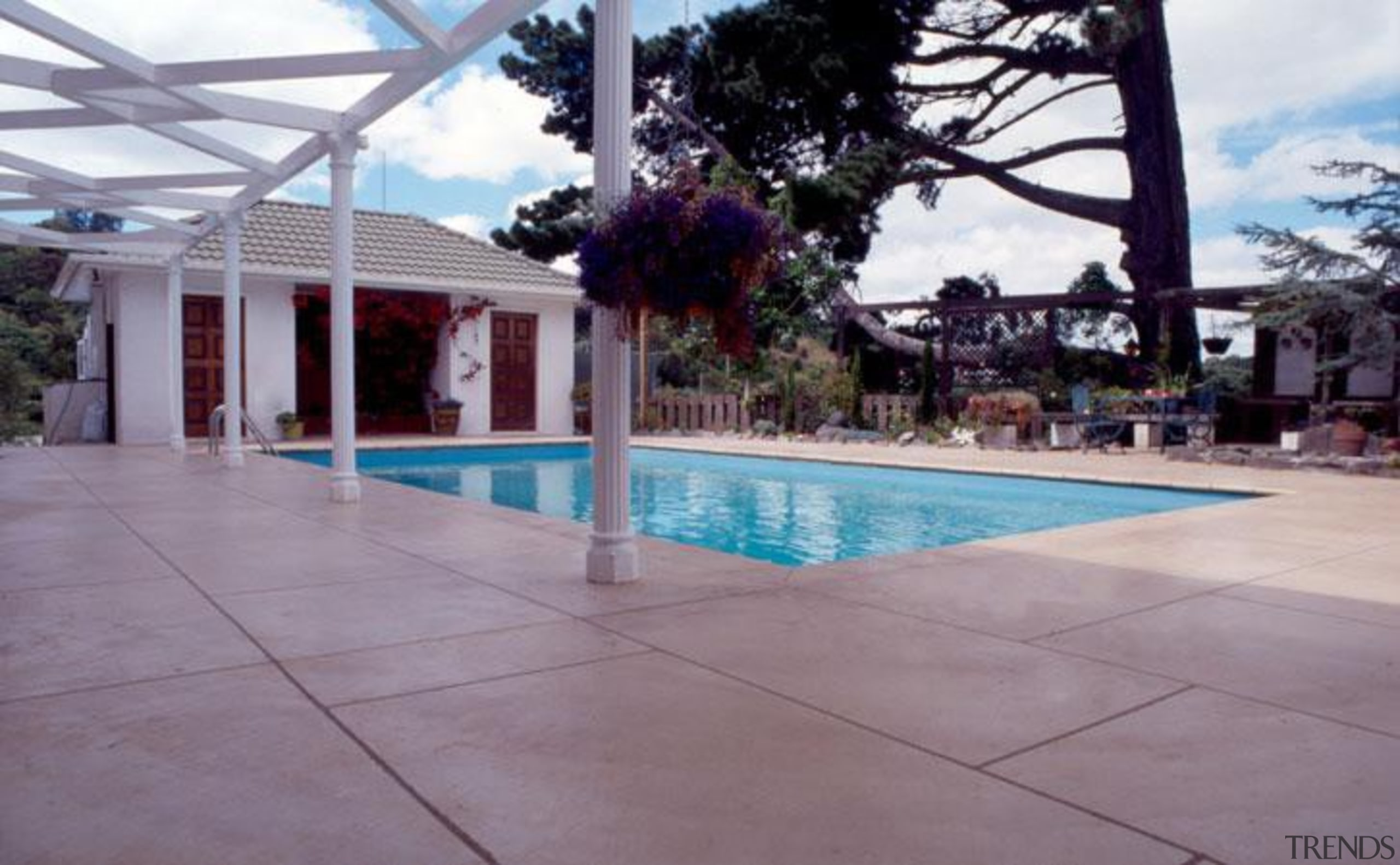 pol0056web.jpg - pol0056web.jpg - area | estate | area, estate, floor, hacienda, house, leisure, outdoor structure, property, real estate, resort, swimming pool, gray