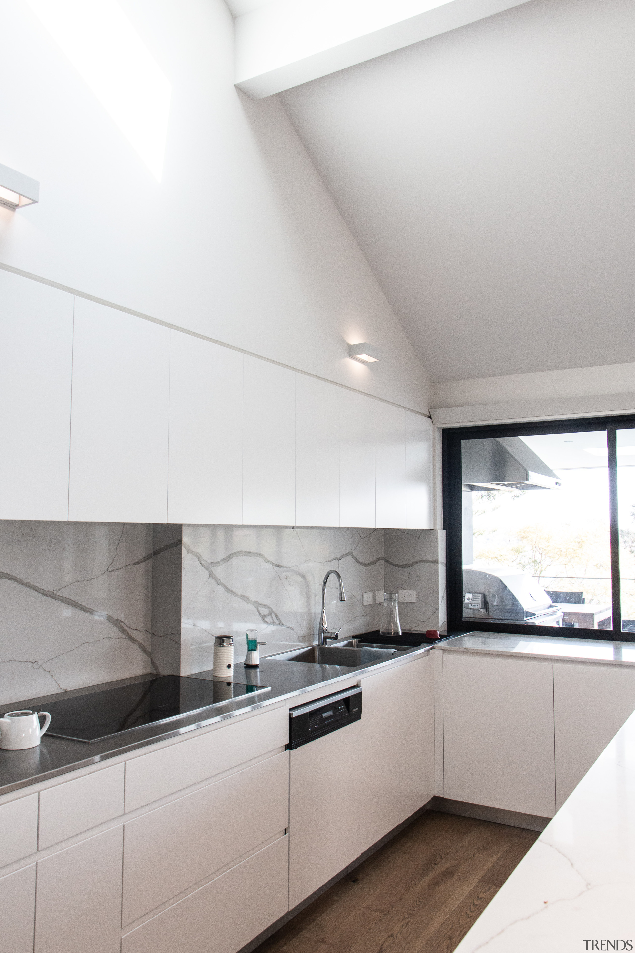 For this renovation, the island bench, splashback and white