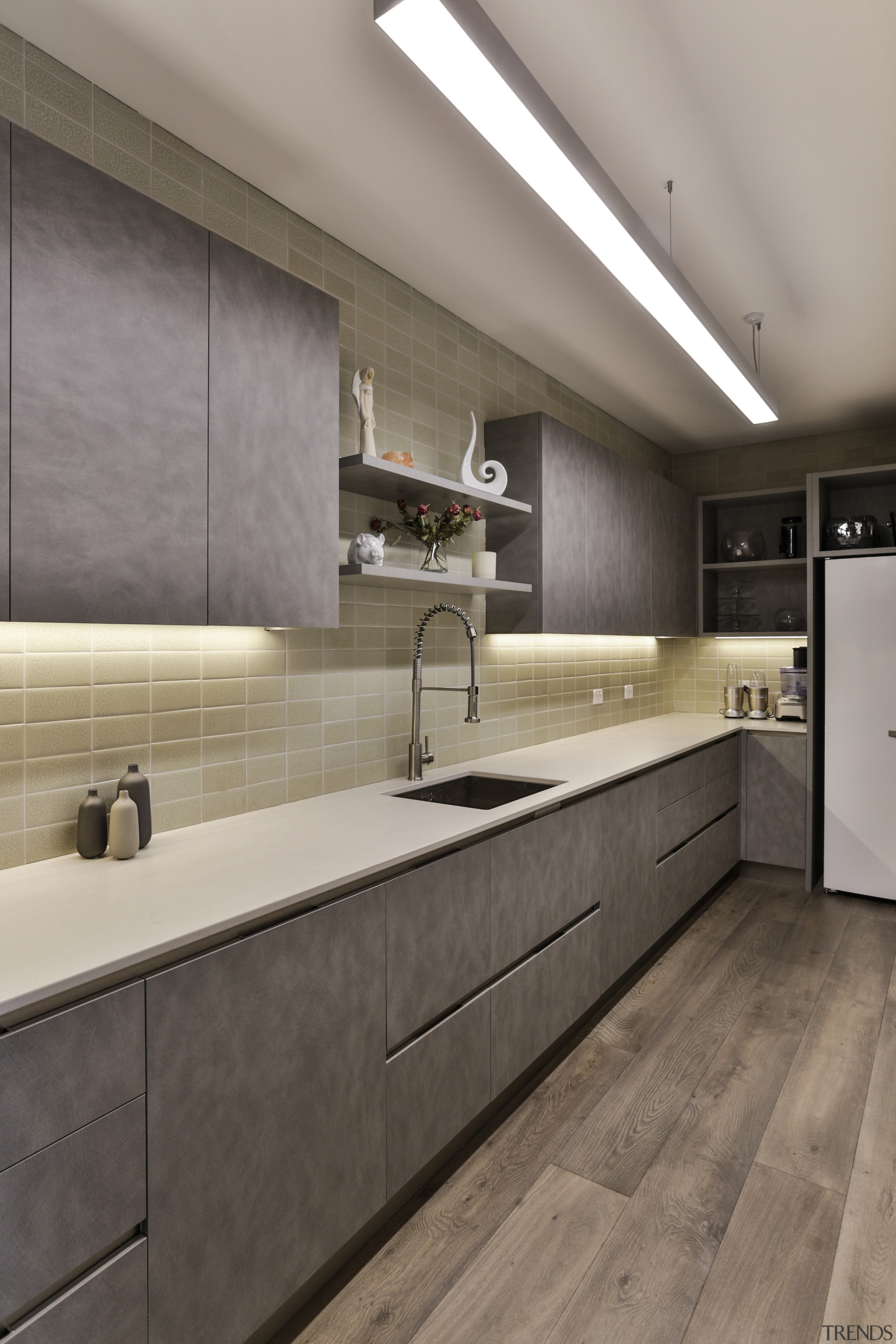 Handless cabinetry above the benchtop and niche handled