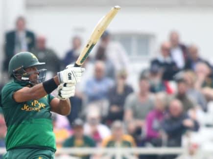 Samit Patel batting green