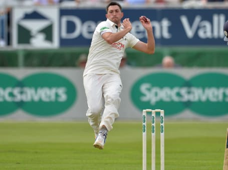 Mark Footitt bowling v Derby